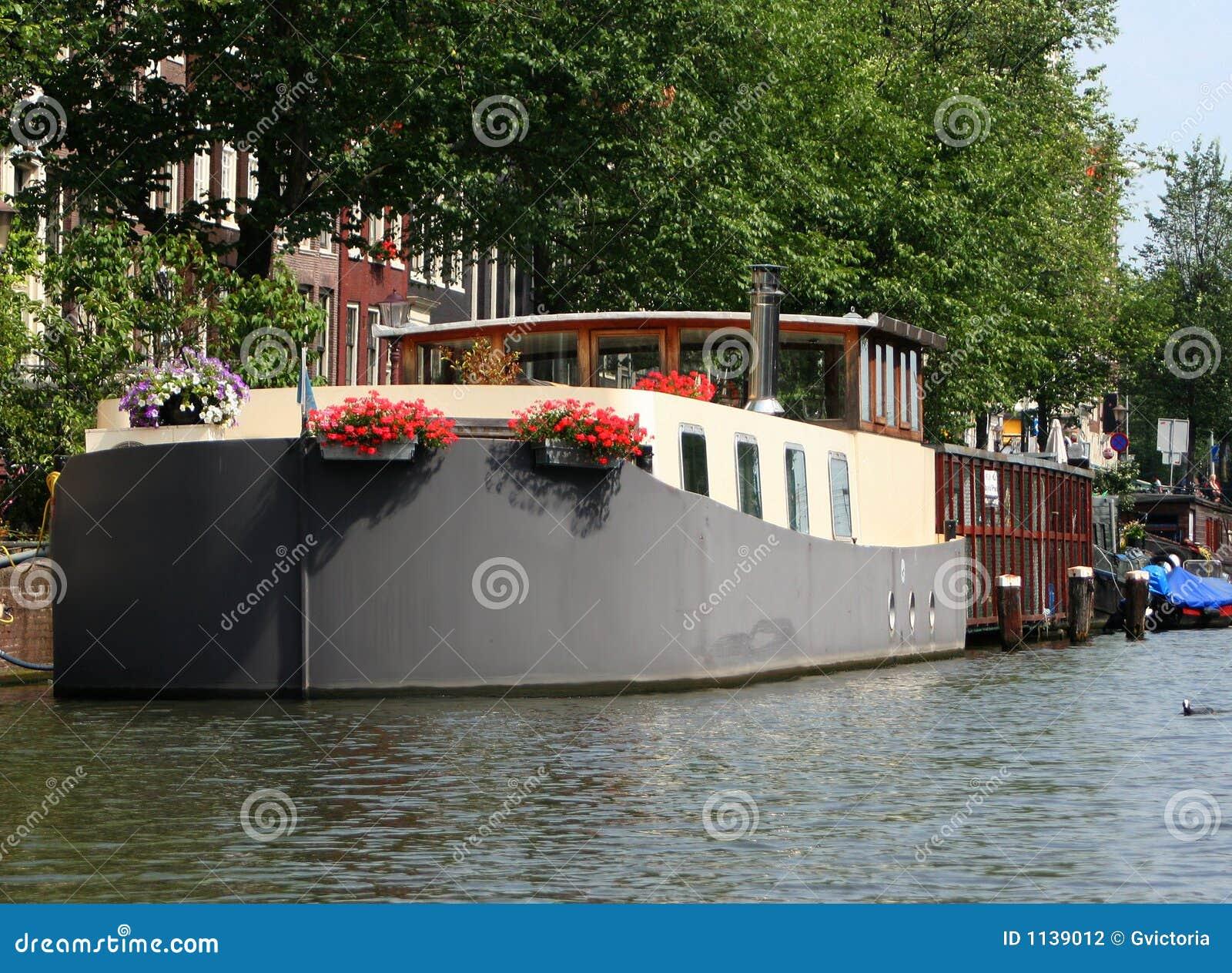 Casa galleggiante di amsterdam fotografia stock immagine for Houseboat amsterdam prezzi