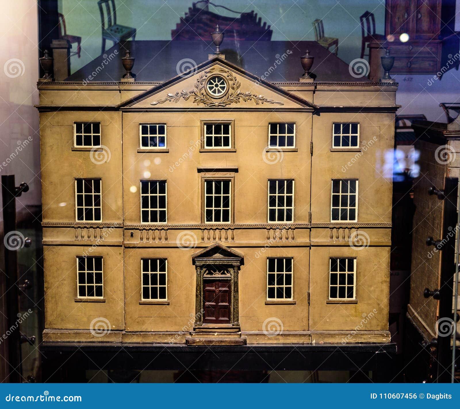 Casa georgiana del ` s de la muñeca