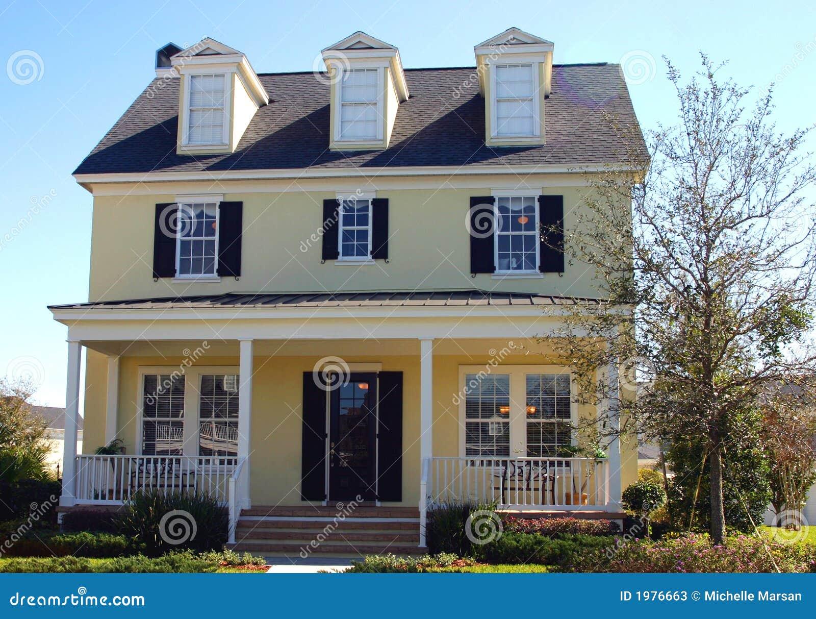 casa gialla di sogno di stile del capo cod fotografie