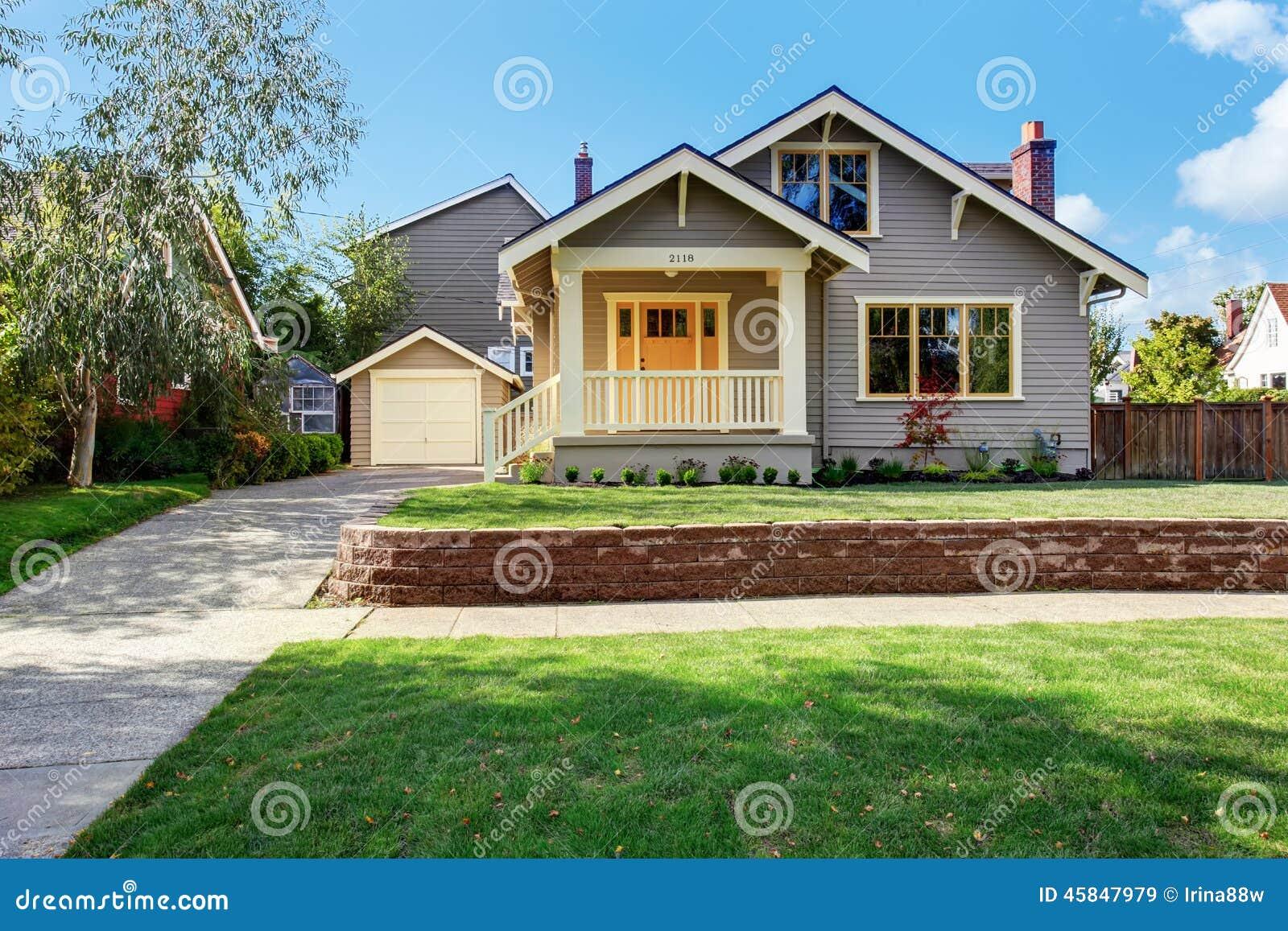 casa casa diseo de casa jardin d foto de archivo casa gris exterior con el
