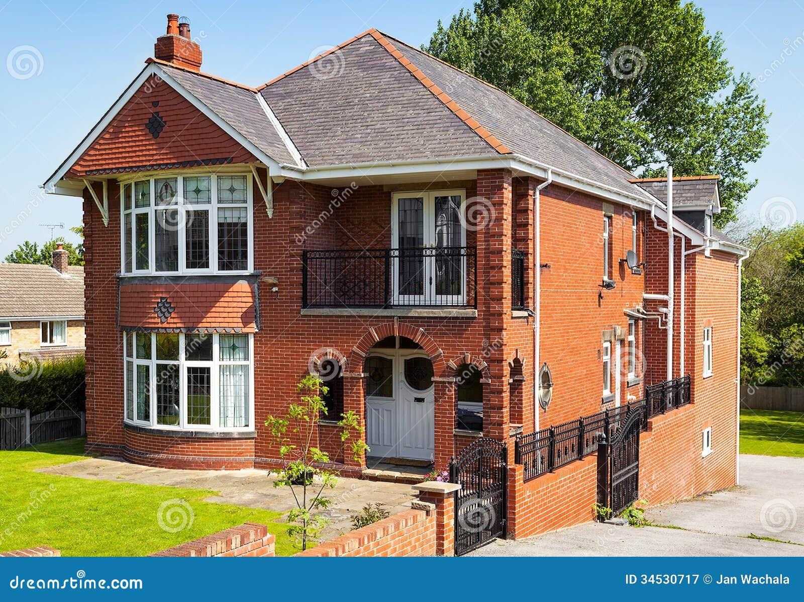 Casa inglese con il giardino fotografia stock libera da - Casa con giardino pisa ...