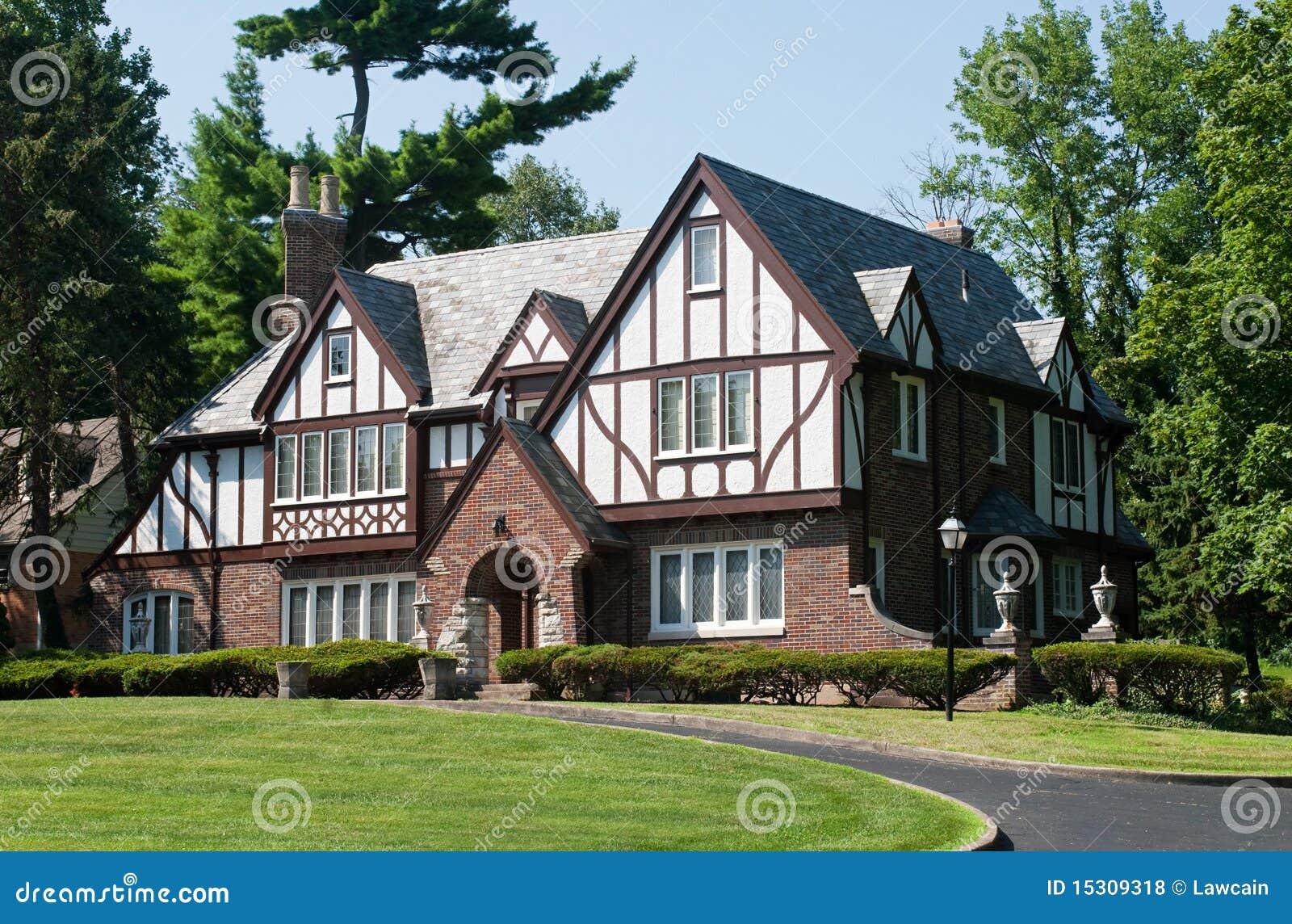 Casa inglese di tudor fotografie stock libere da diritti for Piani di casa padronale inglese