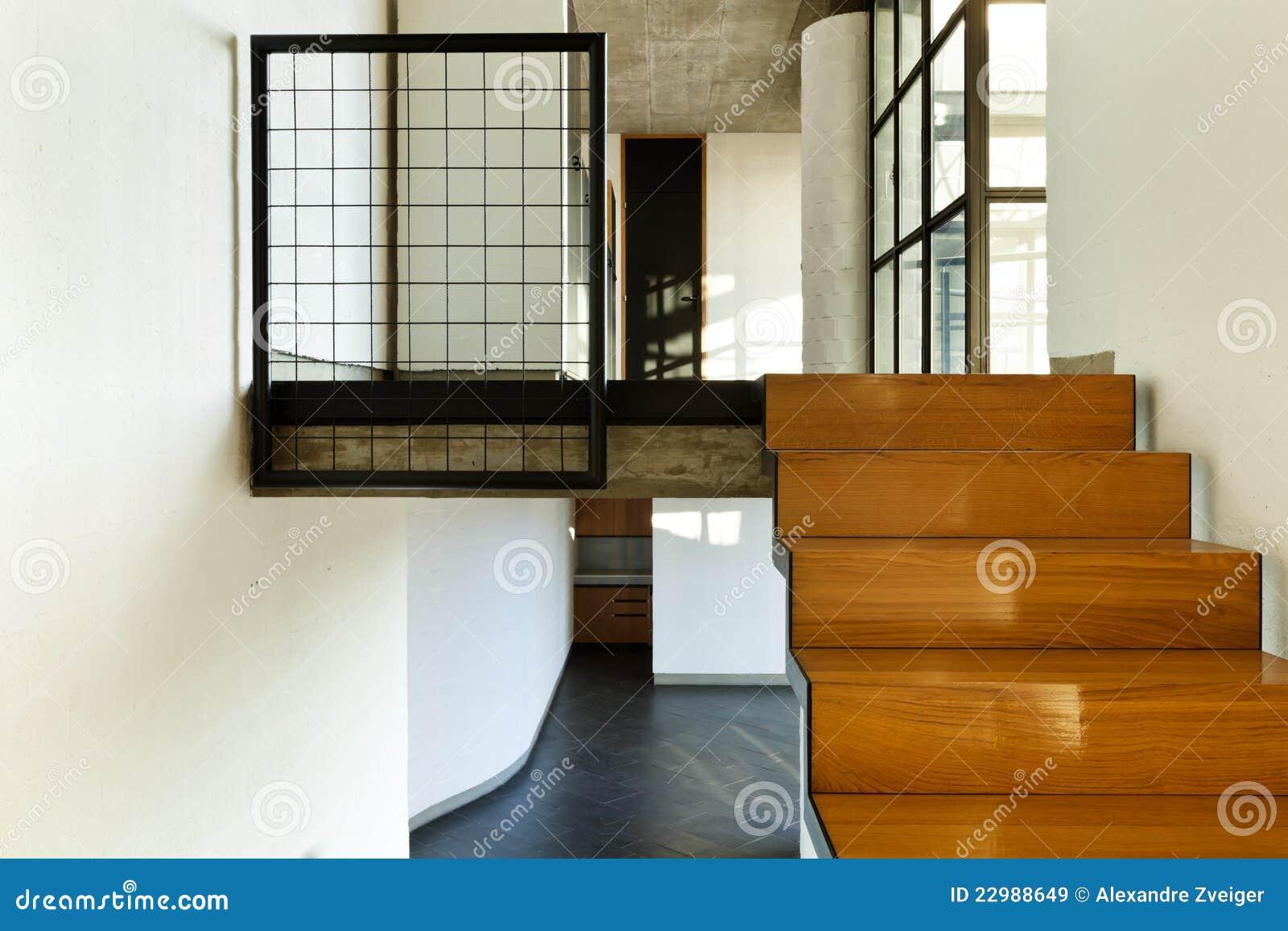 Casa Interior, Escalera De Madera Imágenes de archivo libres de ...