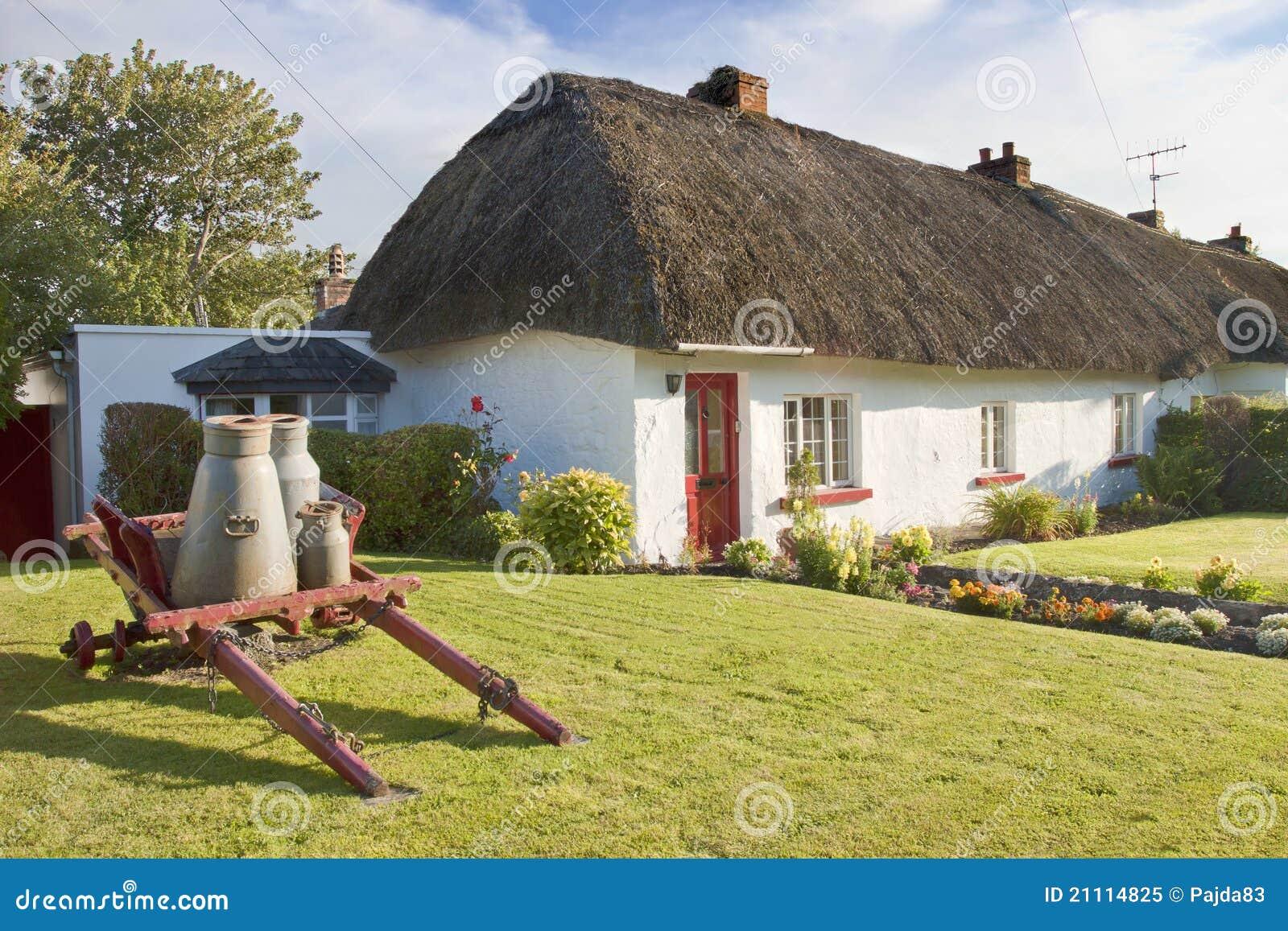 Casa irlandesa t pica en adare irlanda foto de archivo libre de regal as imagen 21114825 - Apartamentos en irlanda ...