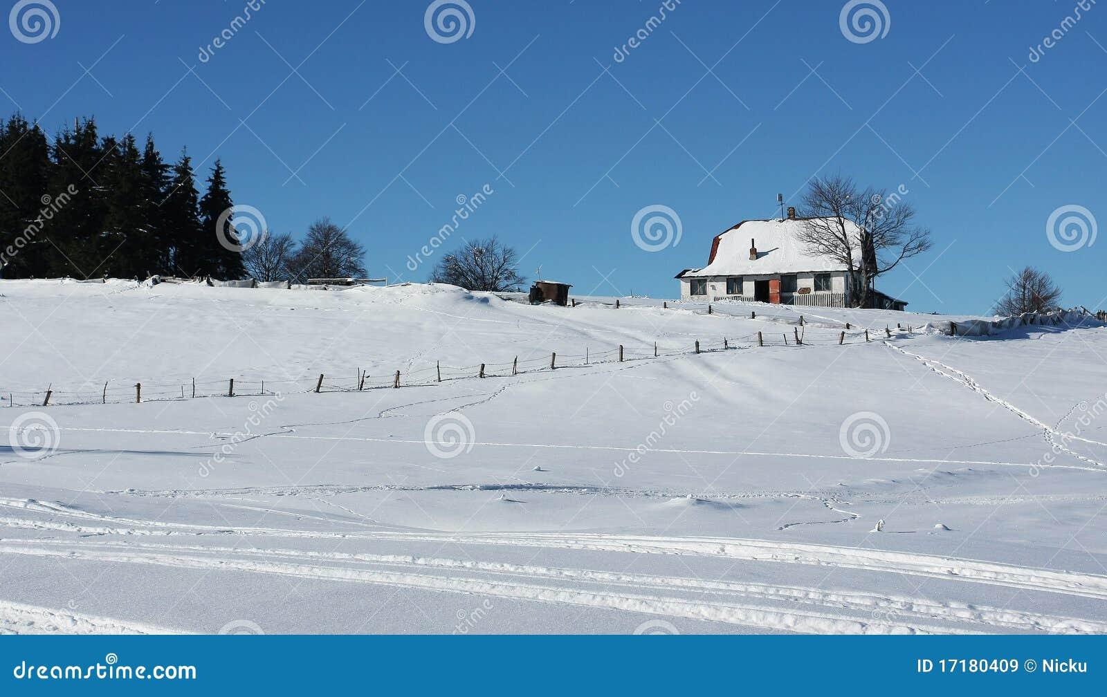 Casa isolada na montanha