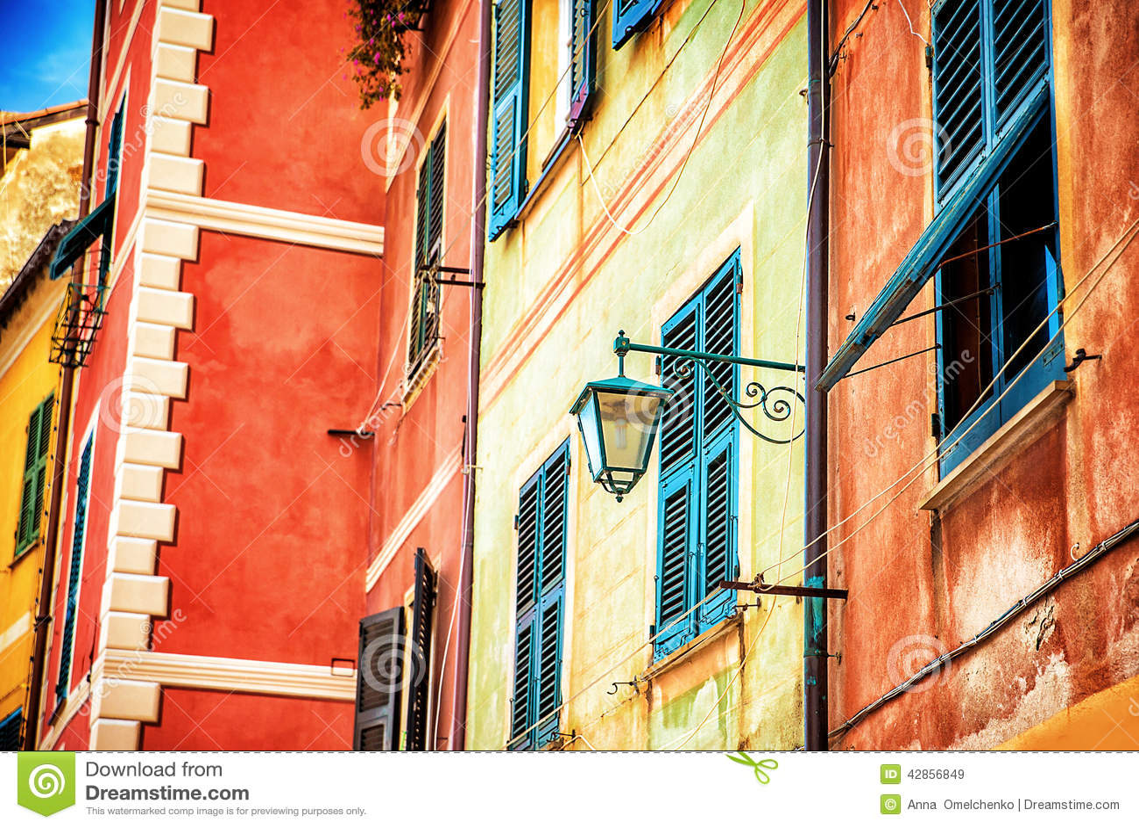Casa italiana colorida bonita foto de stock imagem 42856849 for Casa italiana