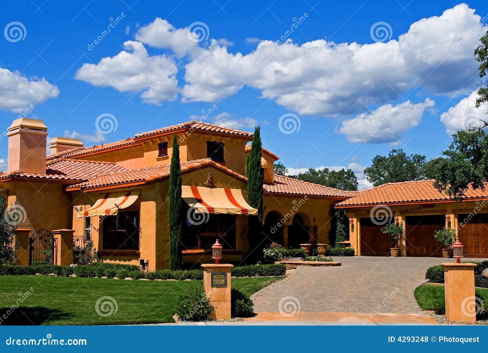 Casa italiana do estilo fotos de stock royalty free for Casa italiana