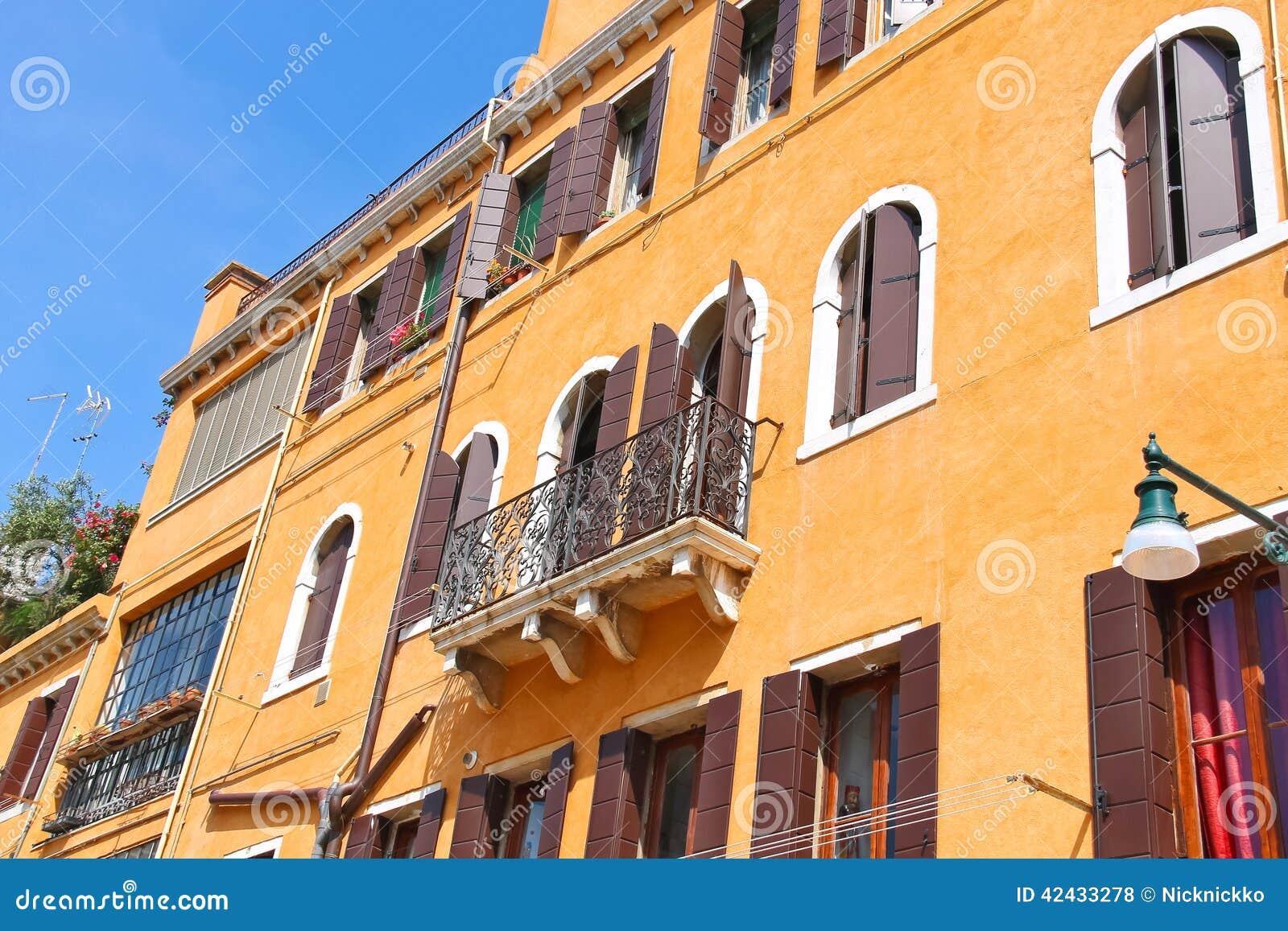 Casa italiana pintoresca