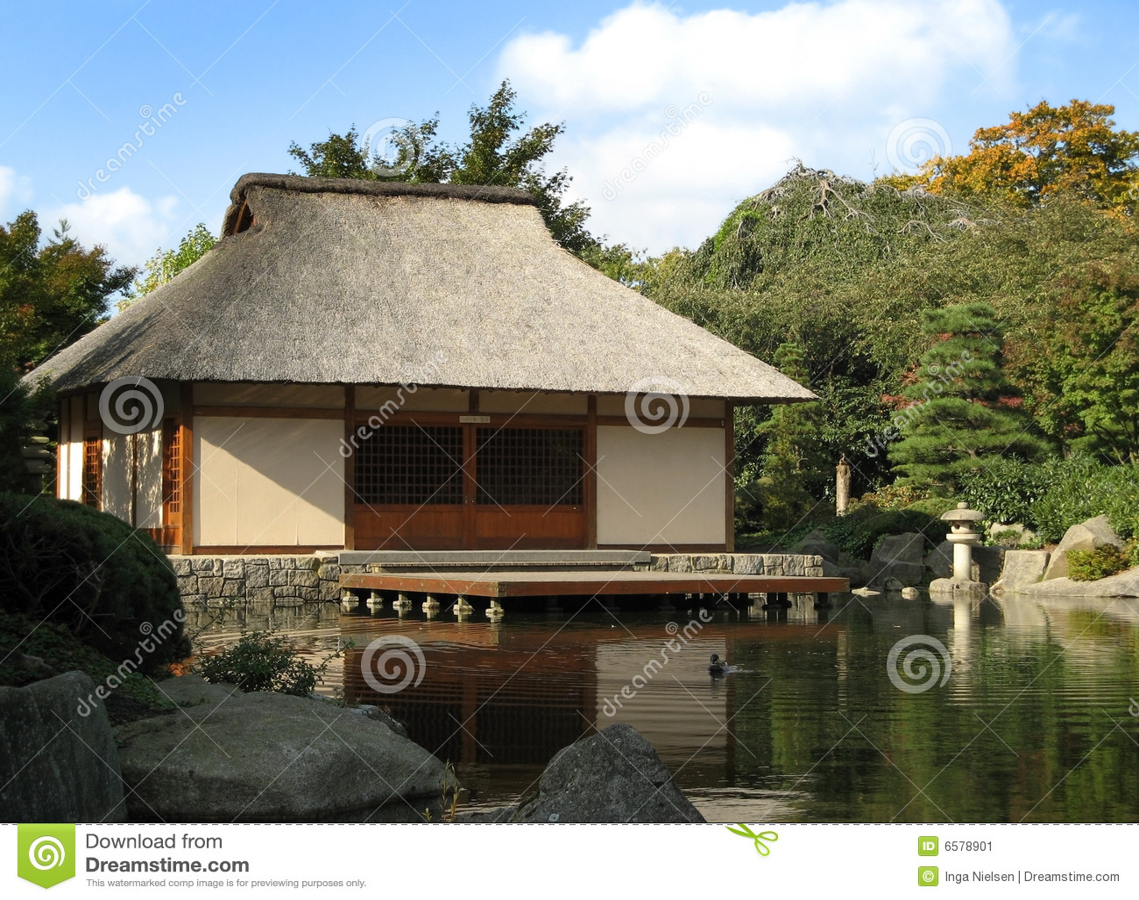 Casa japonesa imagen de archivo imagen de rocas silencio for Casa clasica japonesa