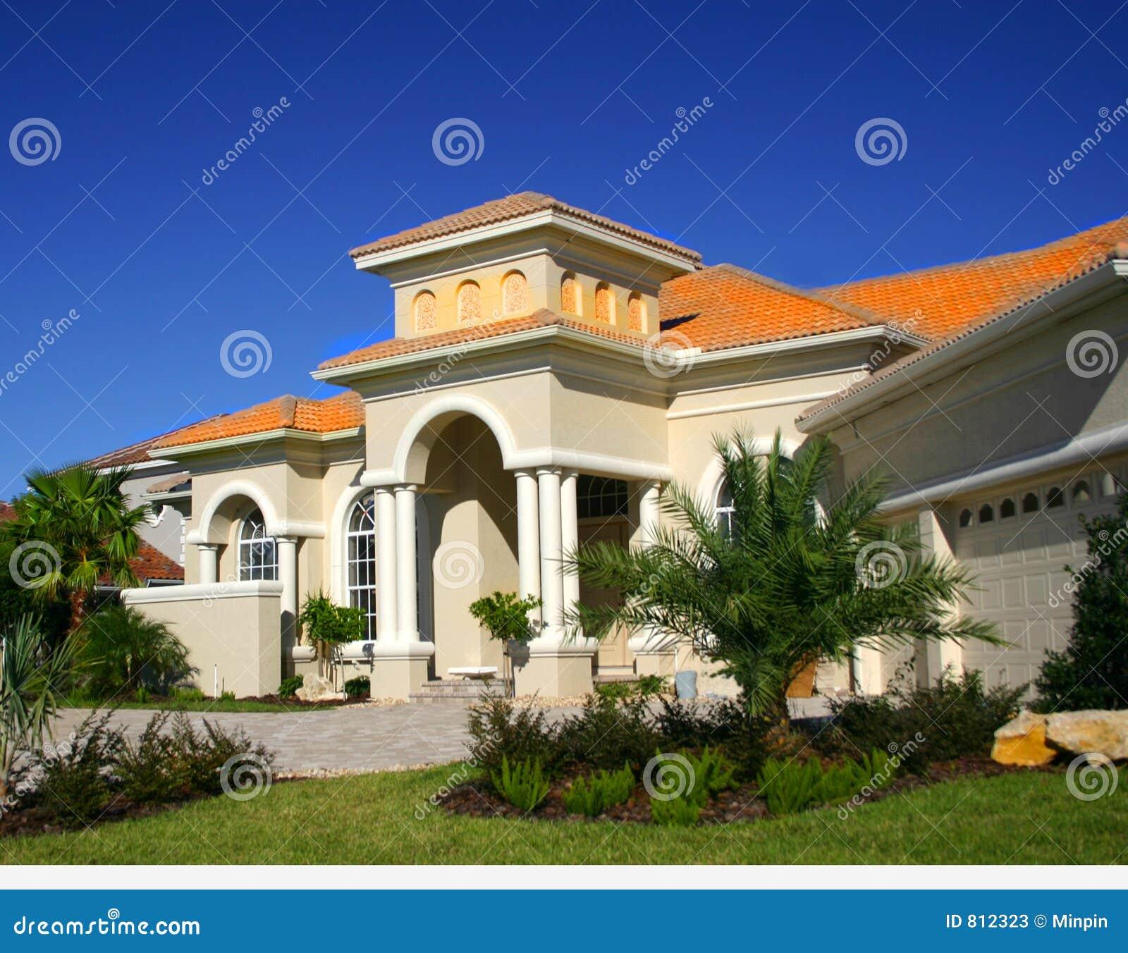 casa lussuosa immagine stock immagine di landscaping