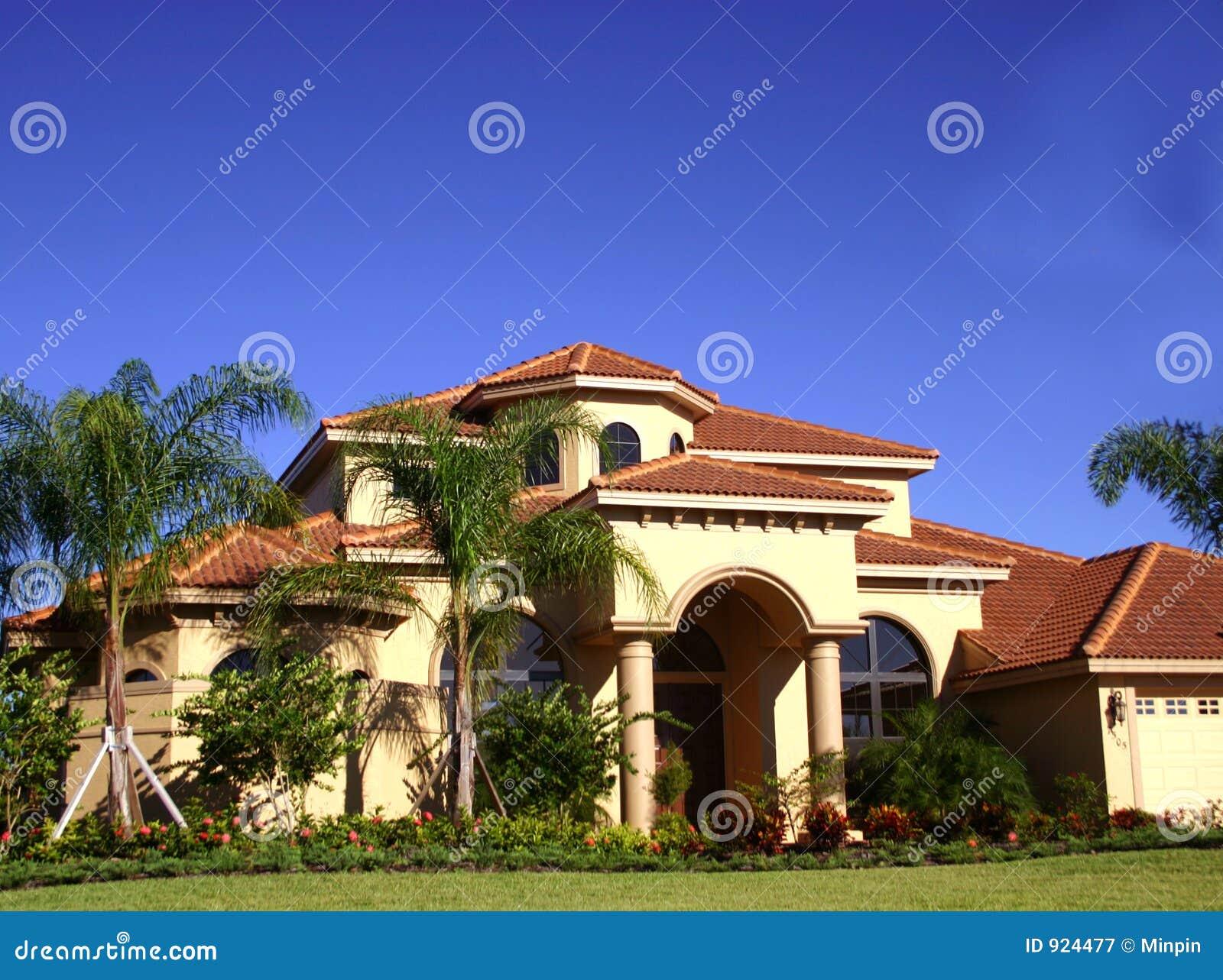 Casa lussuosa in tropici immagine stock immagine di for Casa lussuosa