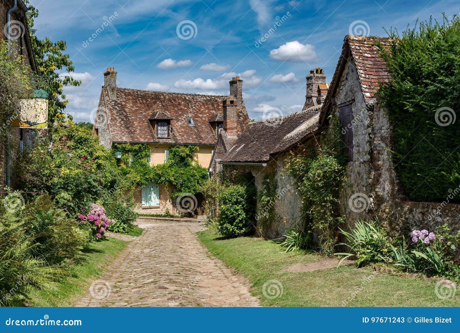 Casa medieval del pueblo en Francia
