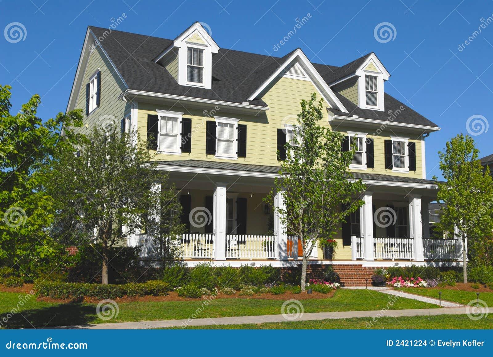 Casa modelo foto de stock imagem de urbano plantas for Casa modelo americano