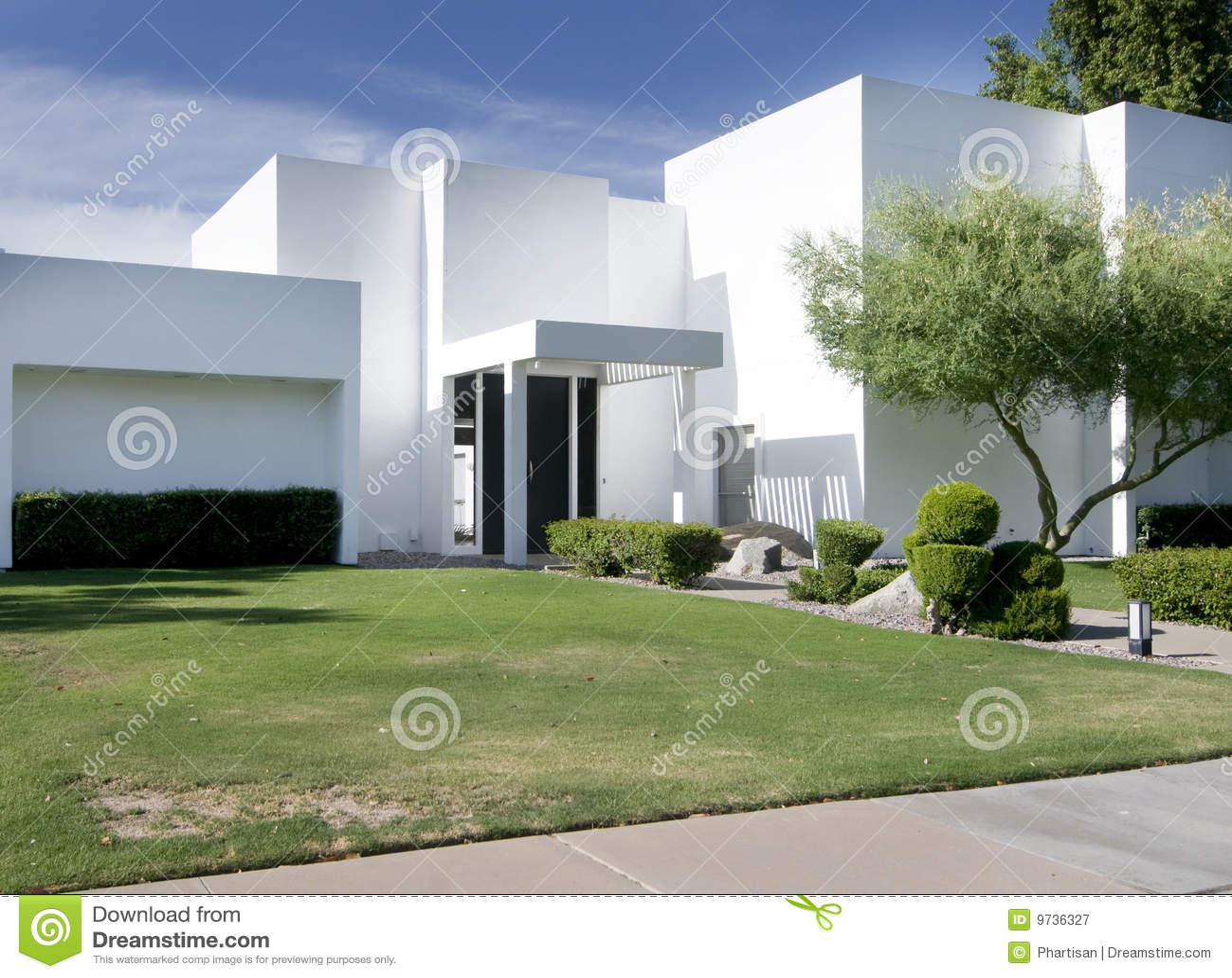 Casa moderna bianca immagine stock immagine di propriet for Casa moderna bianca