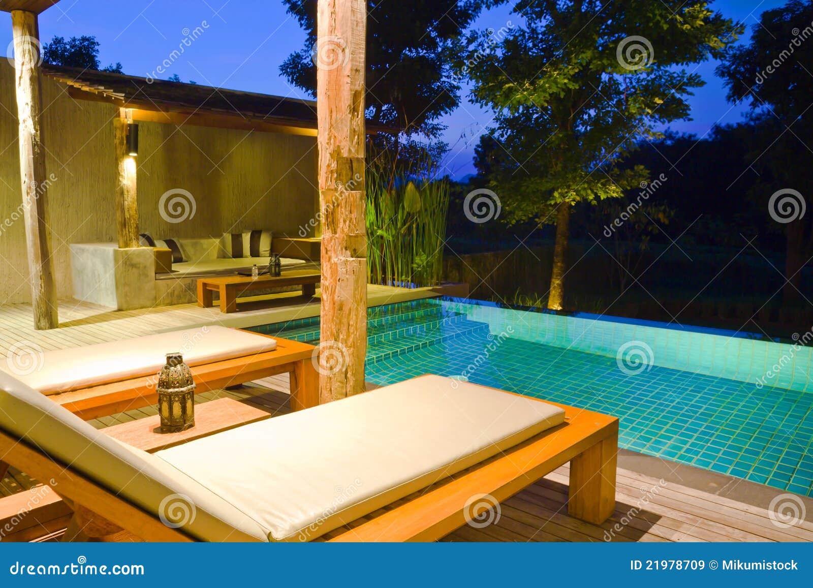 Casa moderna com piscina imagens de stock royalty free imagem 21978709 - Business plan piscina ...