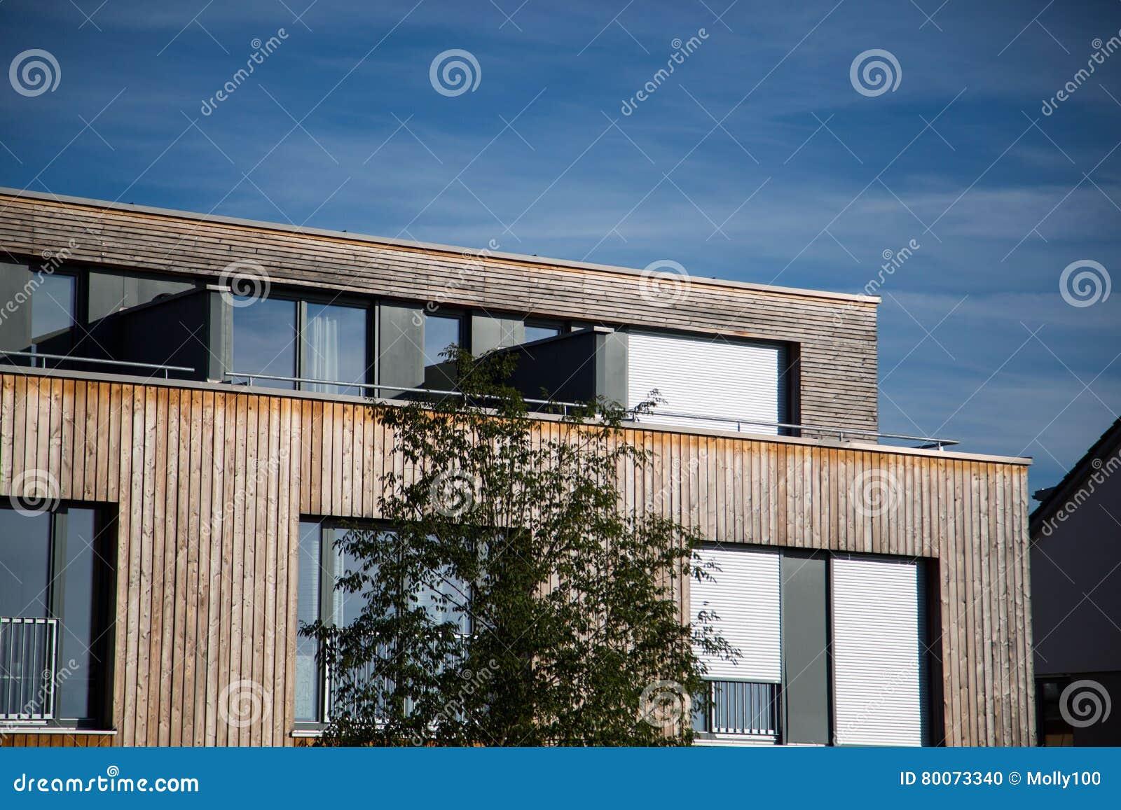 Rivestimento Casa In Legno : Casa moderna con rivestimento di legno facciata di legno casa