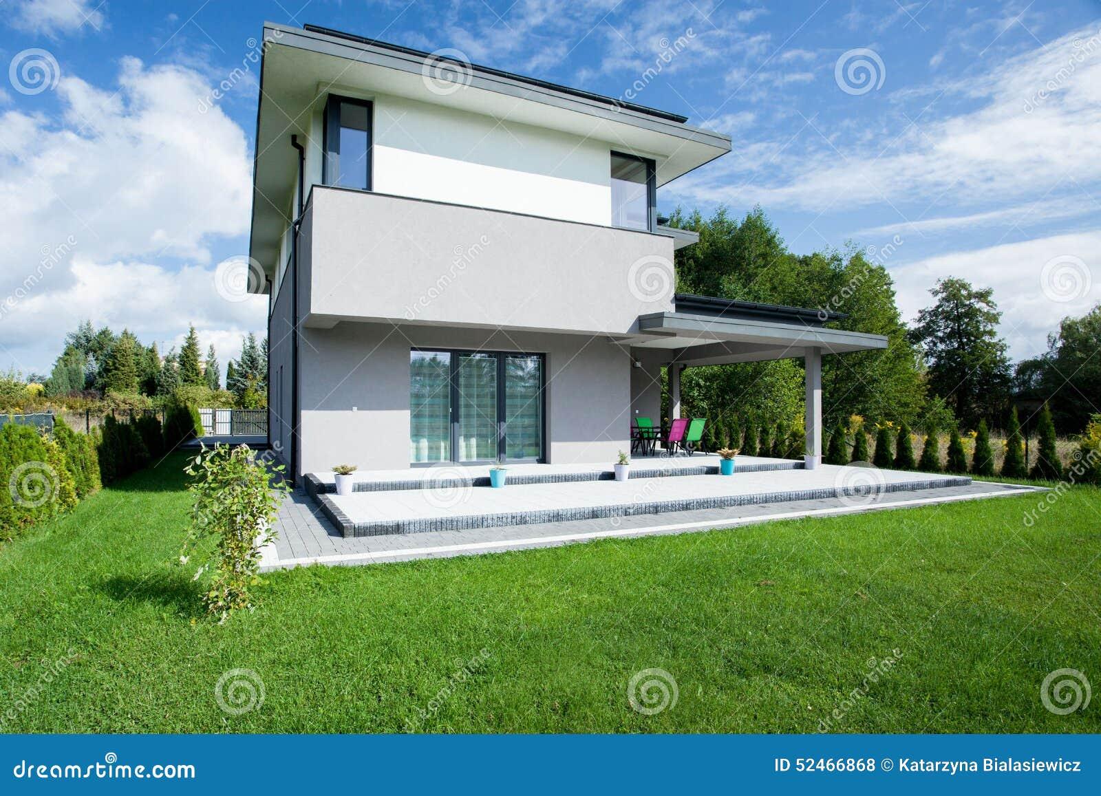 Casa moderna dall 39 esterno fotografia stock immagine di for Casa moderna esterno