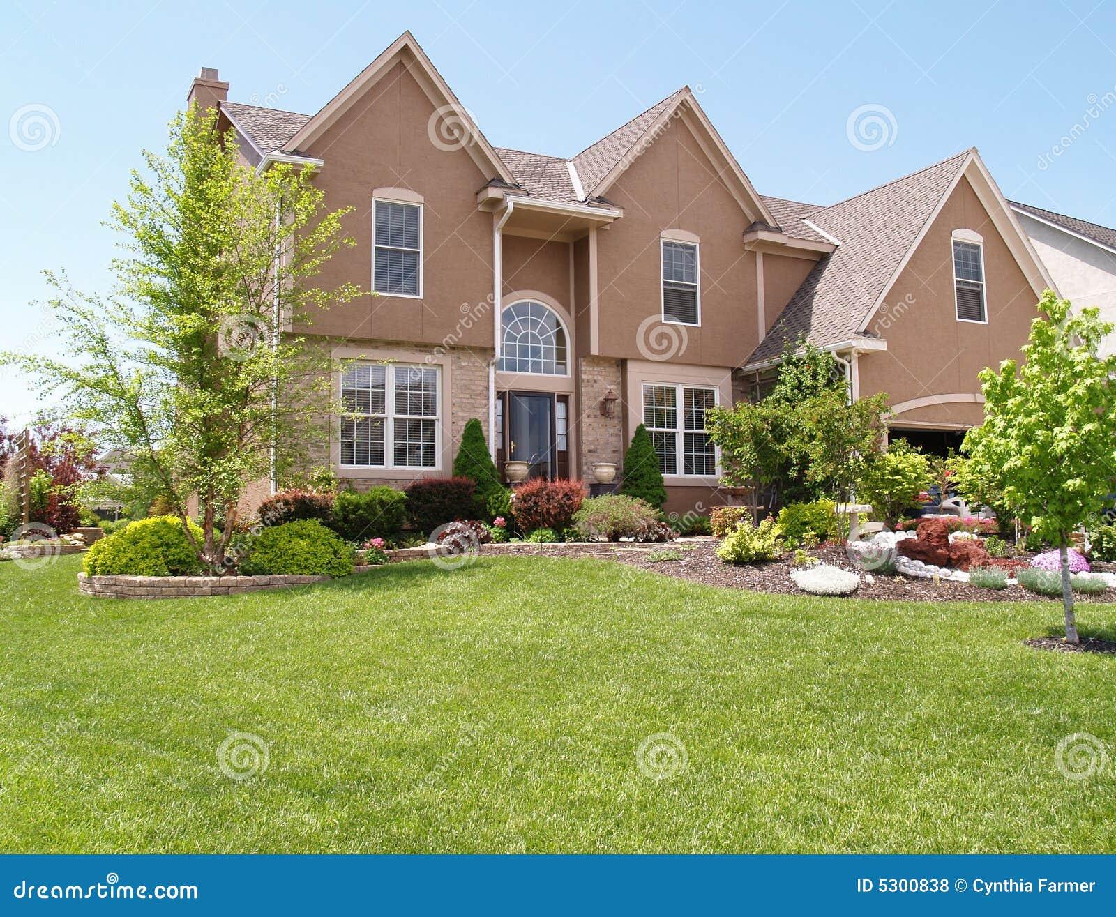 Download Casa moderna dello stucco fotografia stock. Immagine di vicinanza - 5300838