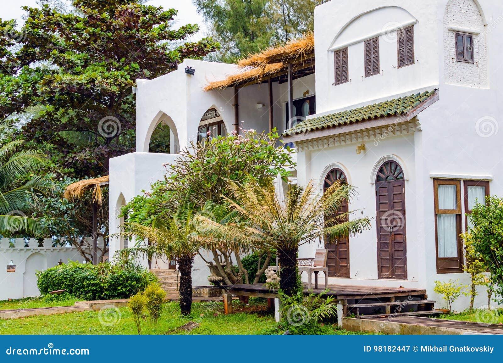 Casa moderna e lussuosa della villa di festa della for Casa lussuosa