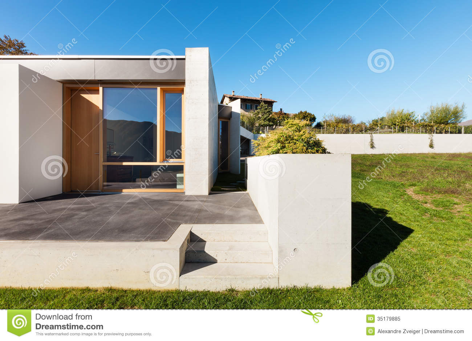 Casa moderna en el cemento foto de archivo libre de for Casa moderna vector