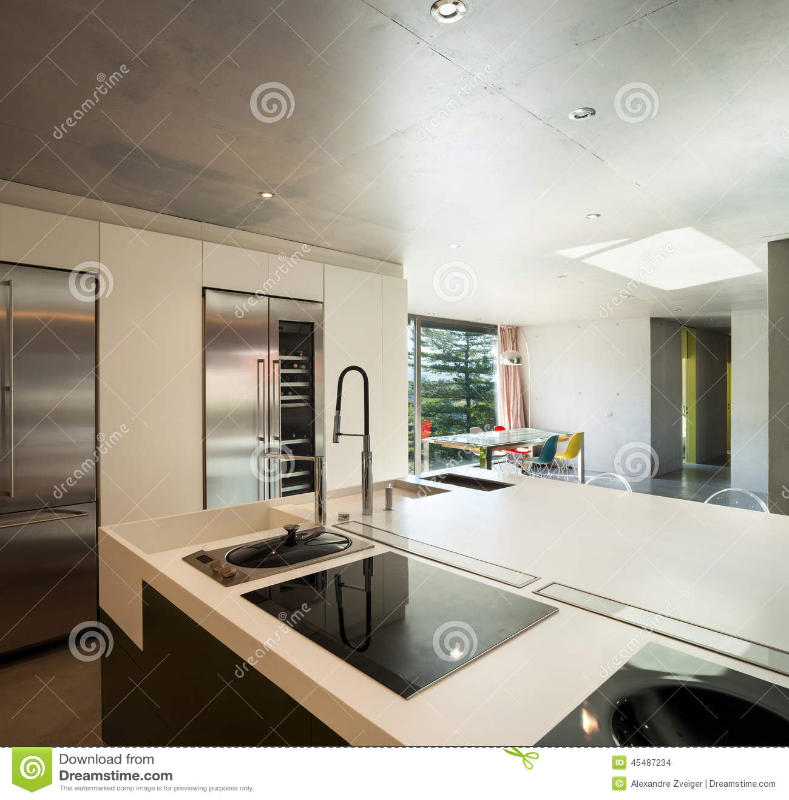 Casa moderna interior cocina foto de archivo imagen de for Interior cocinas modernas