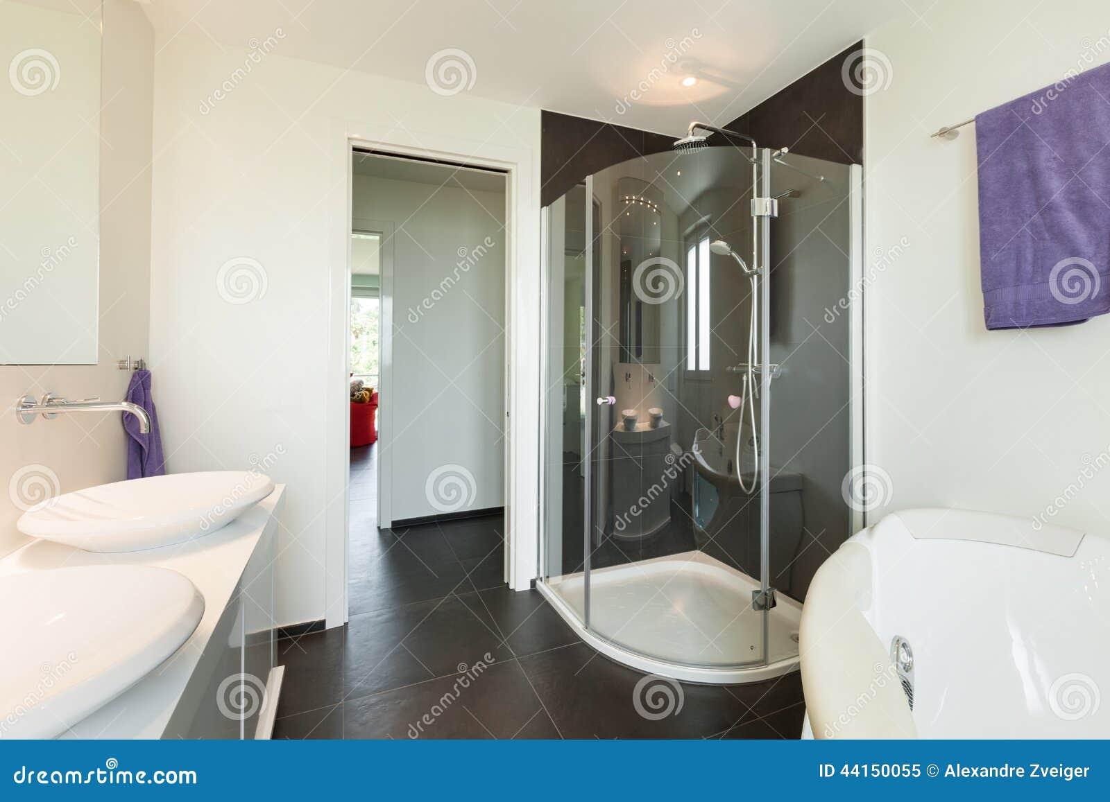 Casa moderna interna bagno fotografia stock immagine for Banos casas modernas
