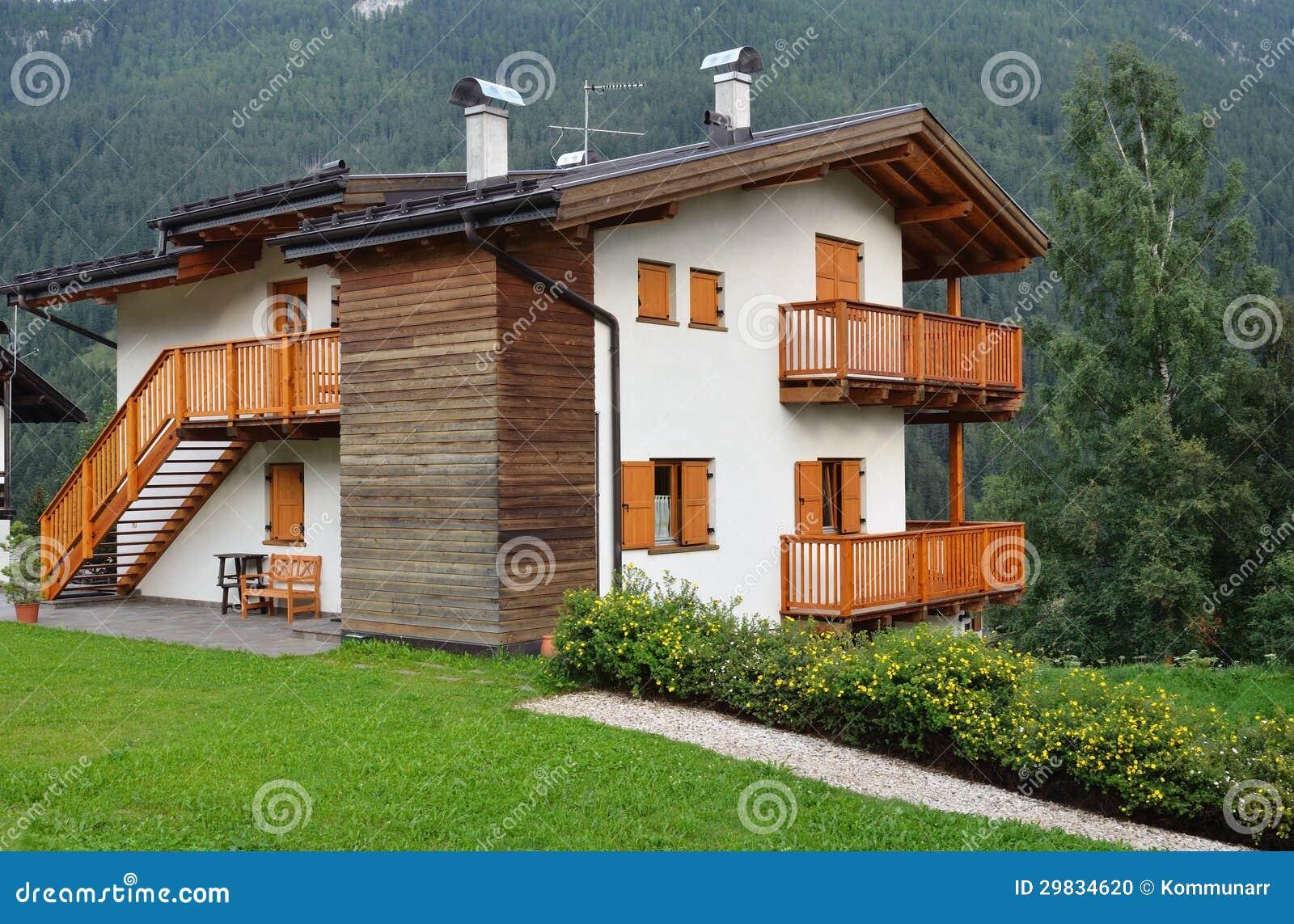 Casa de campo na vila alpina