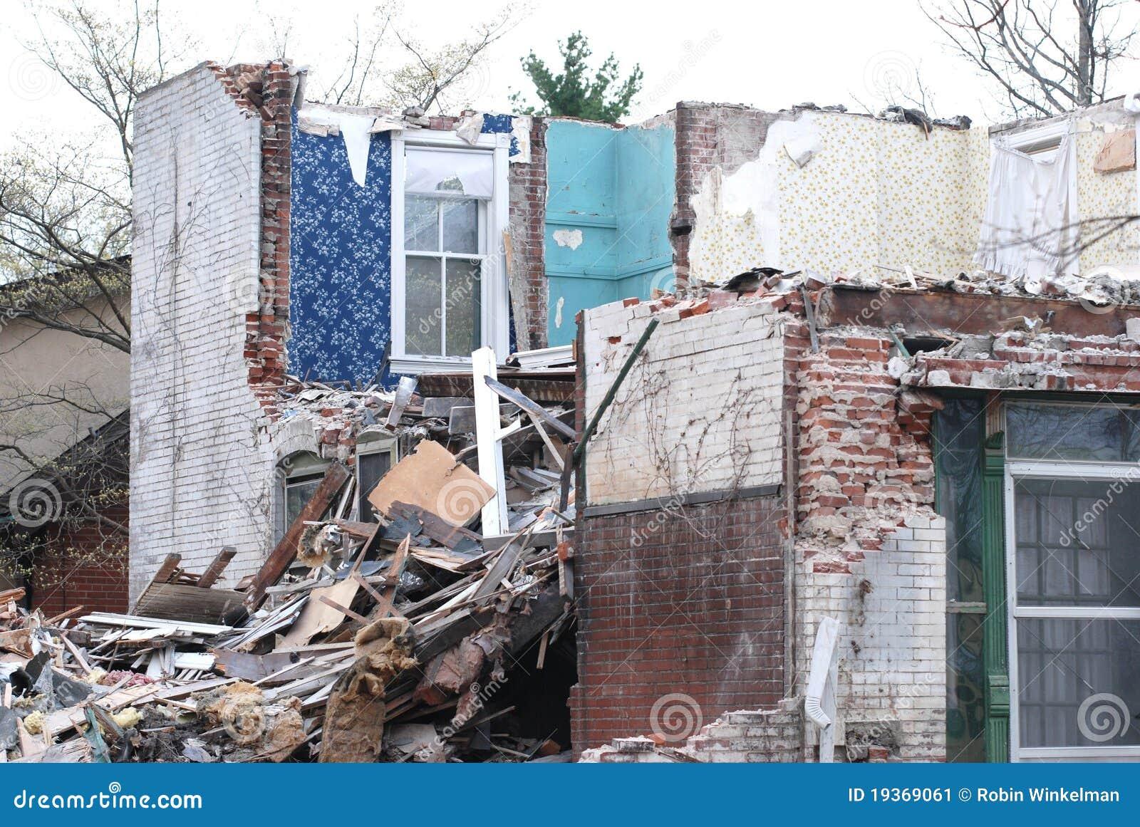 Casa nas ruínas
