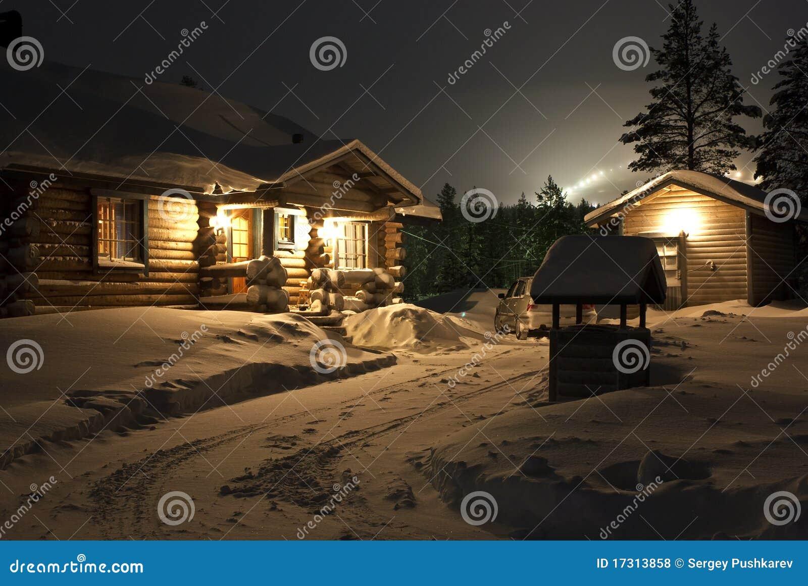 Casa Nevado en el bosque