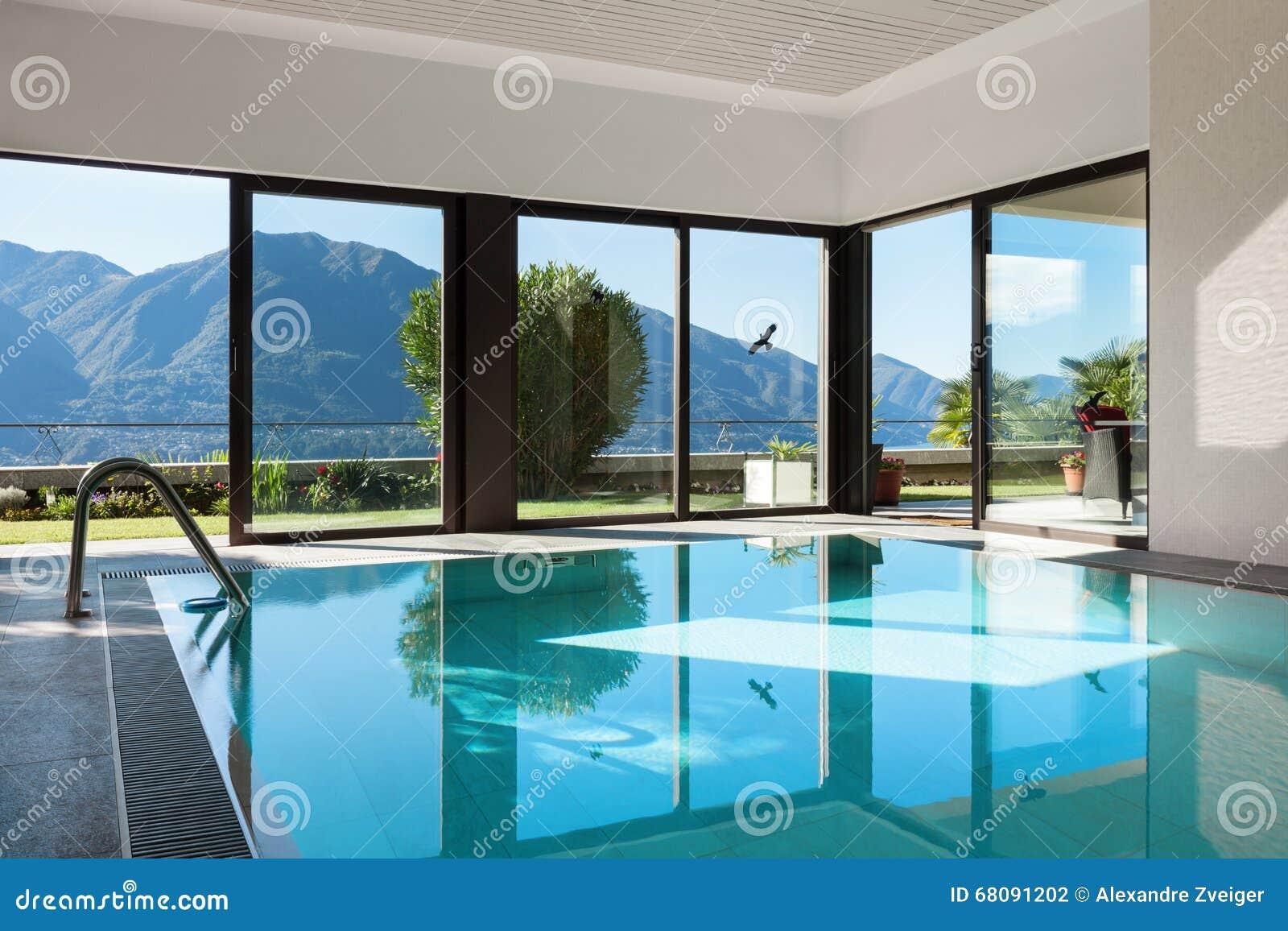 Casa piscina interna foto de stock imagem 68091202 - Casas con piscina interior ...