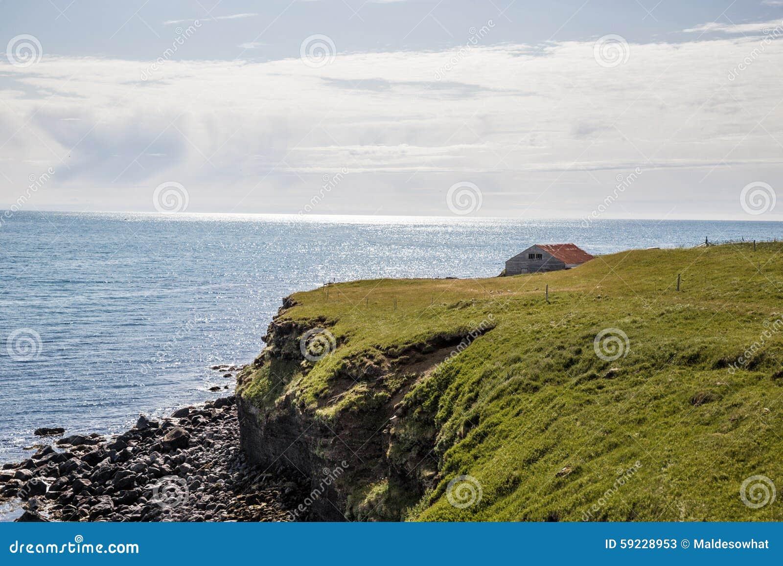 Download Casa por la costa imagen de archivo. Imagen de chispea - 59228953