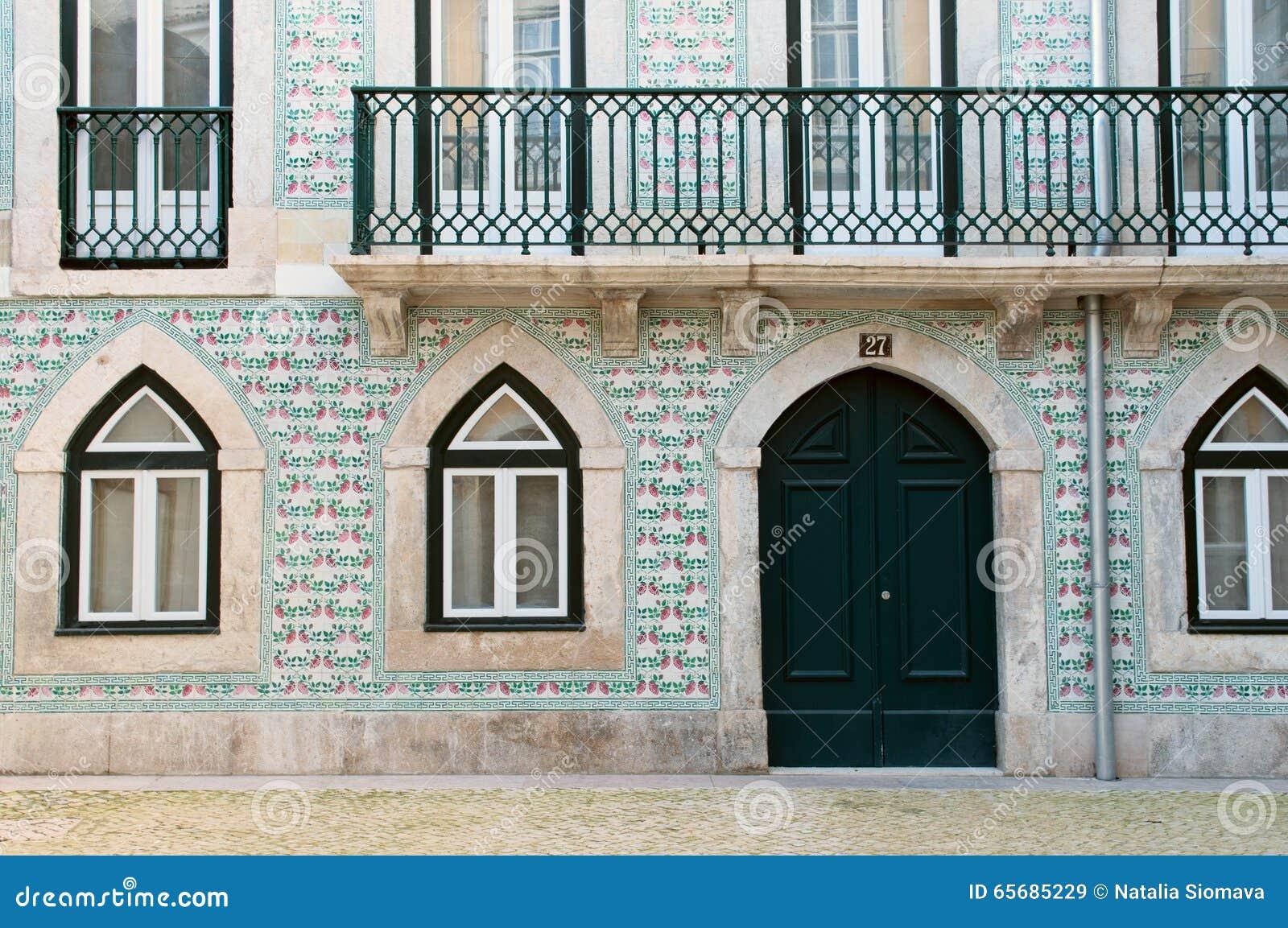 Casa portuguesa decorada com azulejo lisboa portugal for Casa de azulejos cordoba