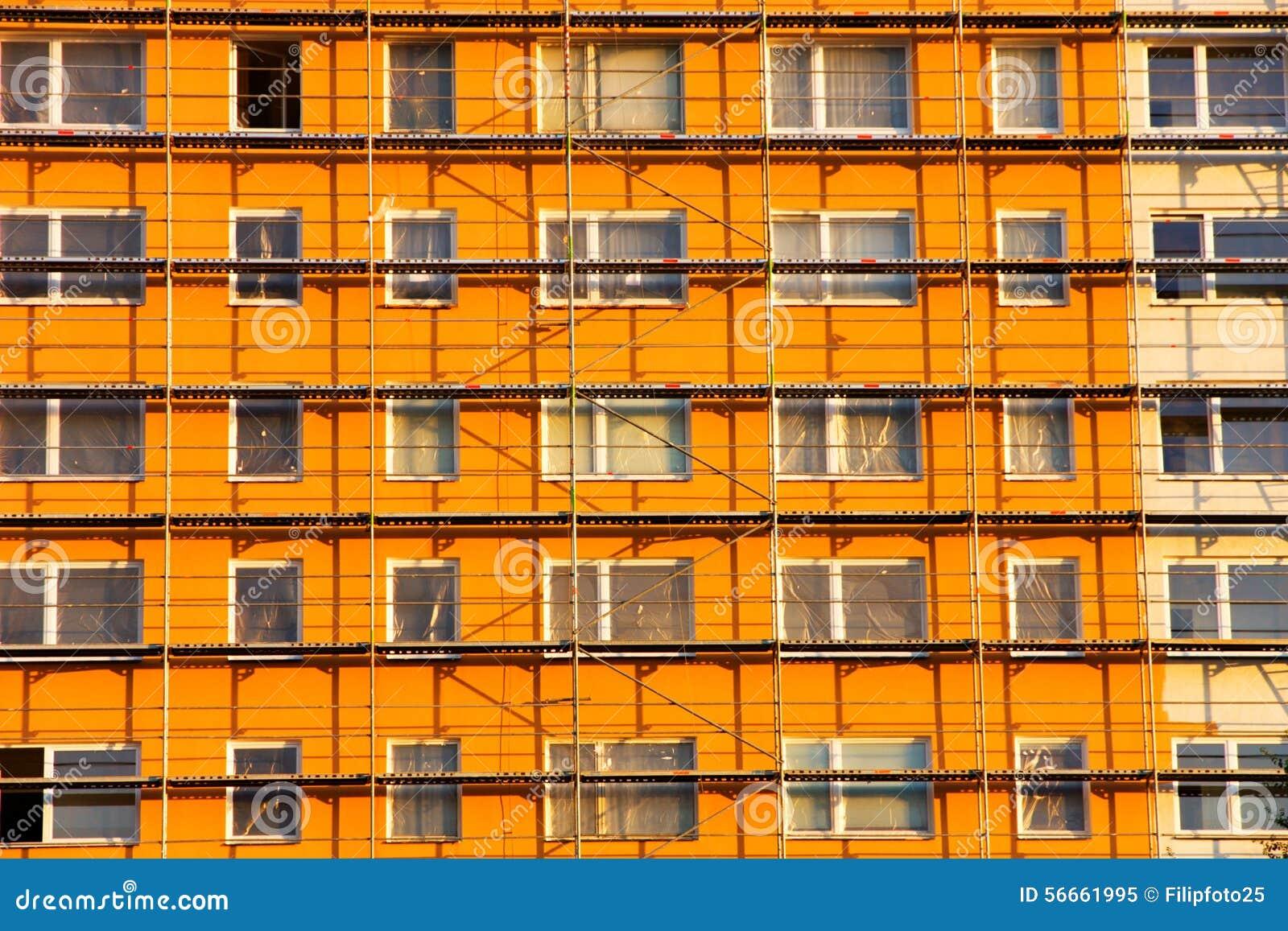 Casa prefabricada anaranjada
