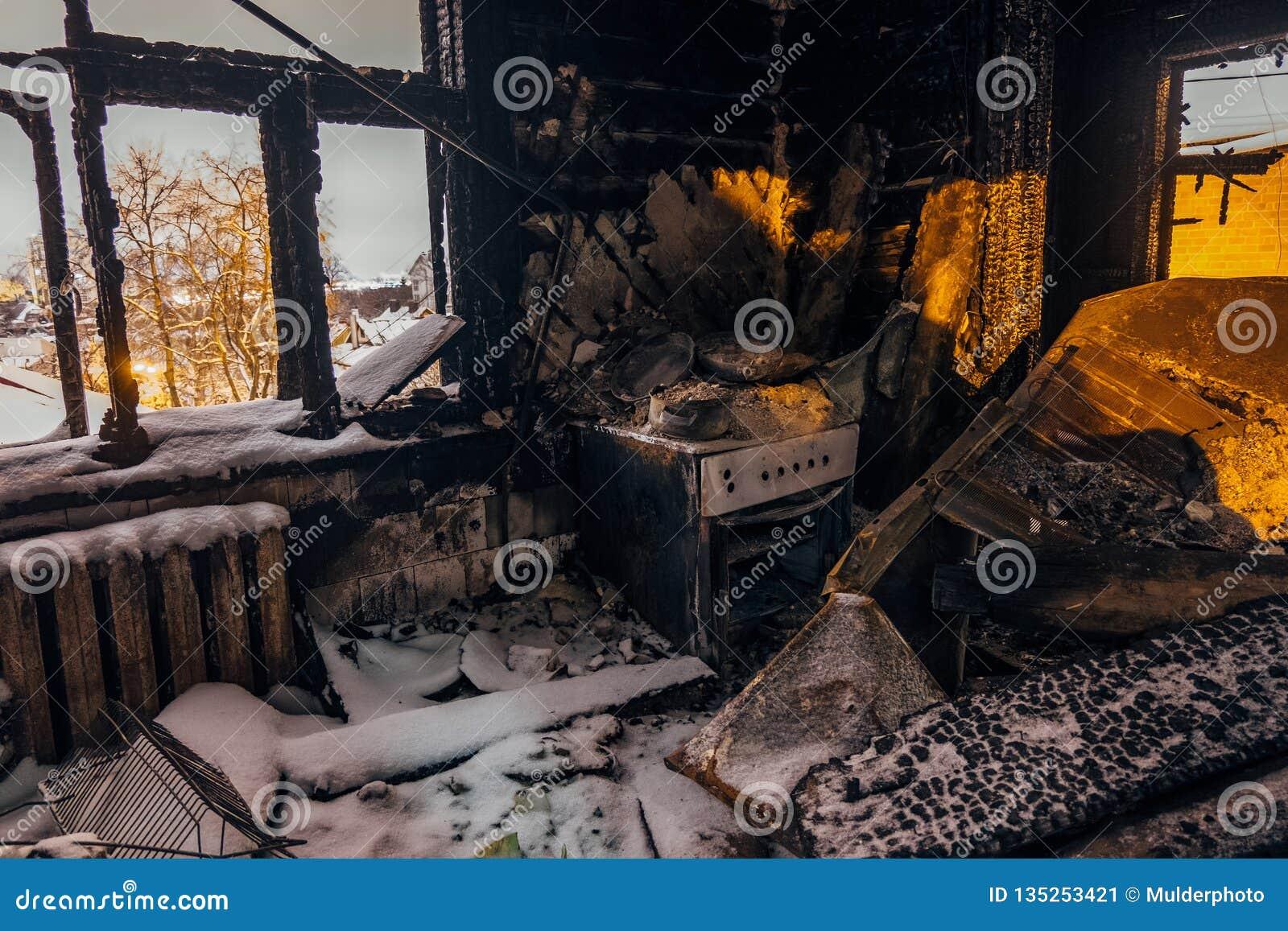 Casa Quemada Interior Cocina Quemada Restos De La Estufa Y