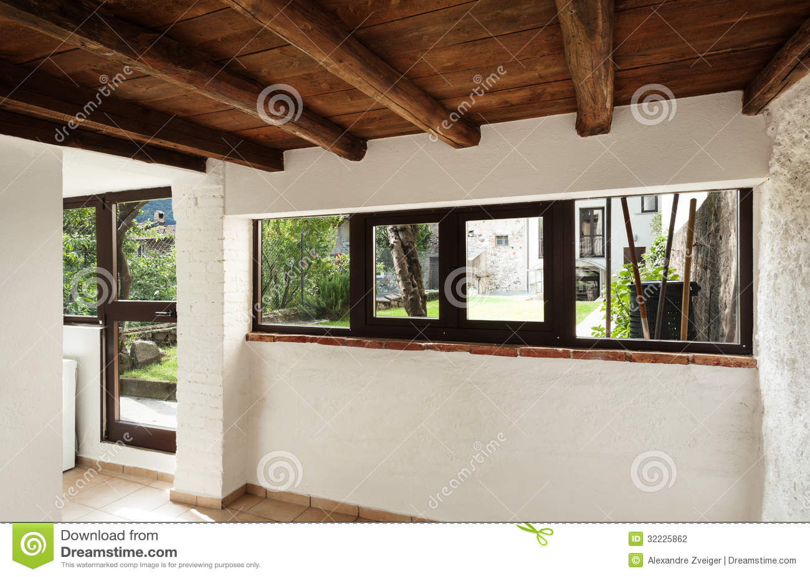 Download Casa Rústica Interior, Janelas Foto de Stock - Imagem de hardwood, arquitetura: 32225862