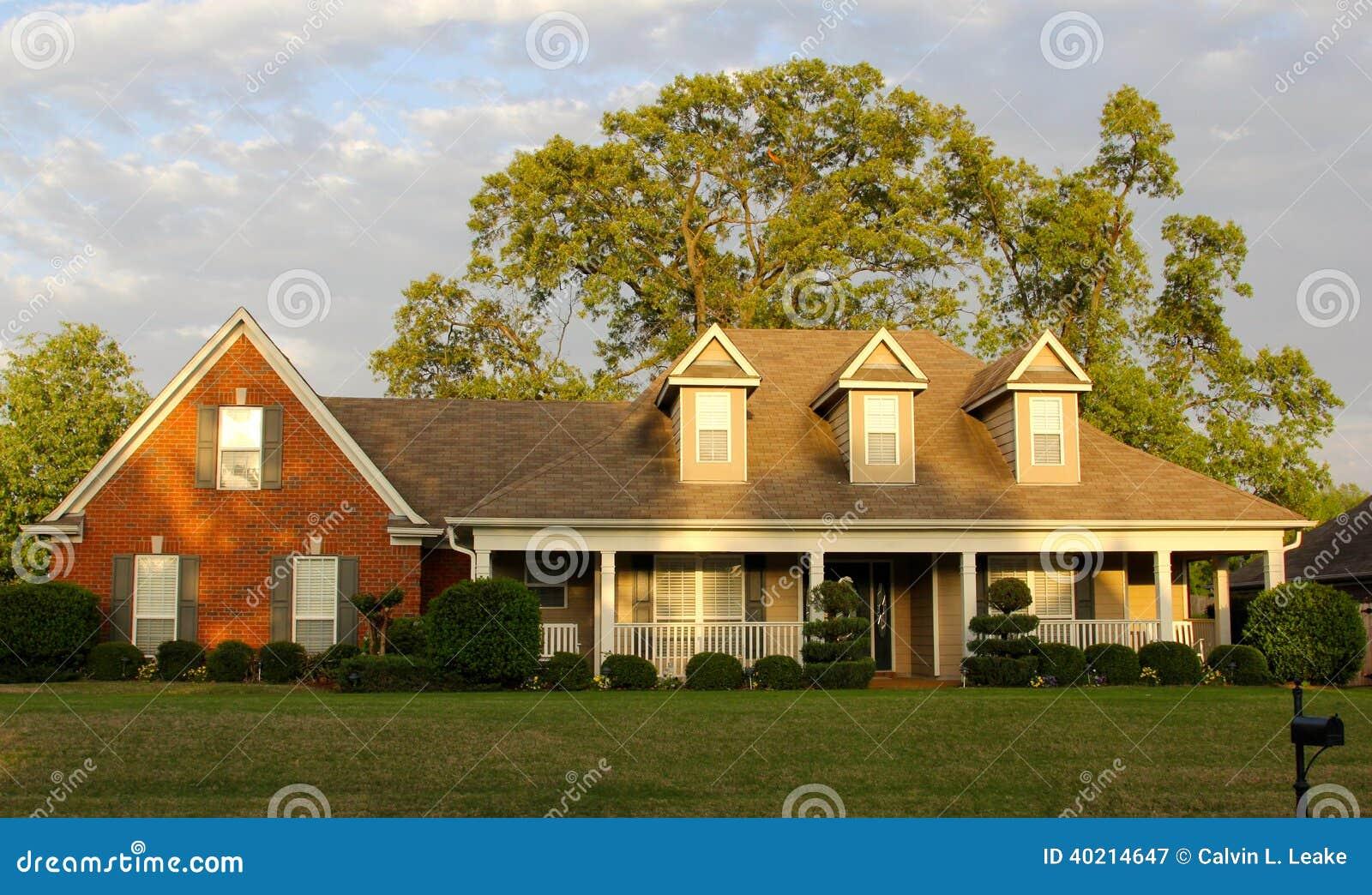 Casa residencial mais velha mas bonita