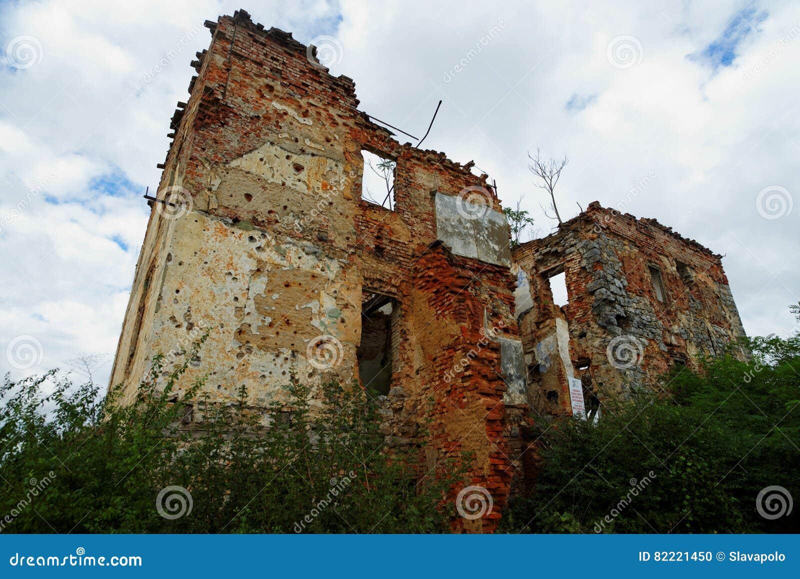 Casa rovinata nel museo dell 39 aria aperta della guerra di for Disposizione della casa aperta