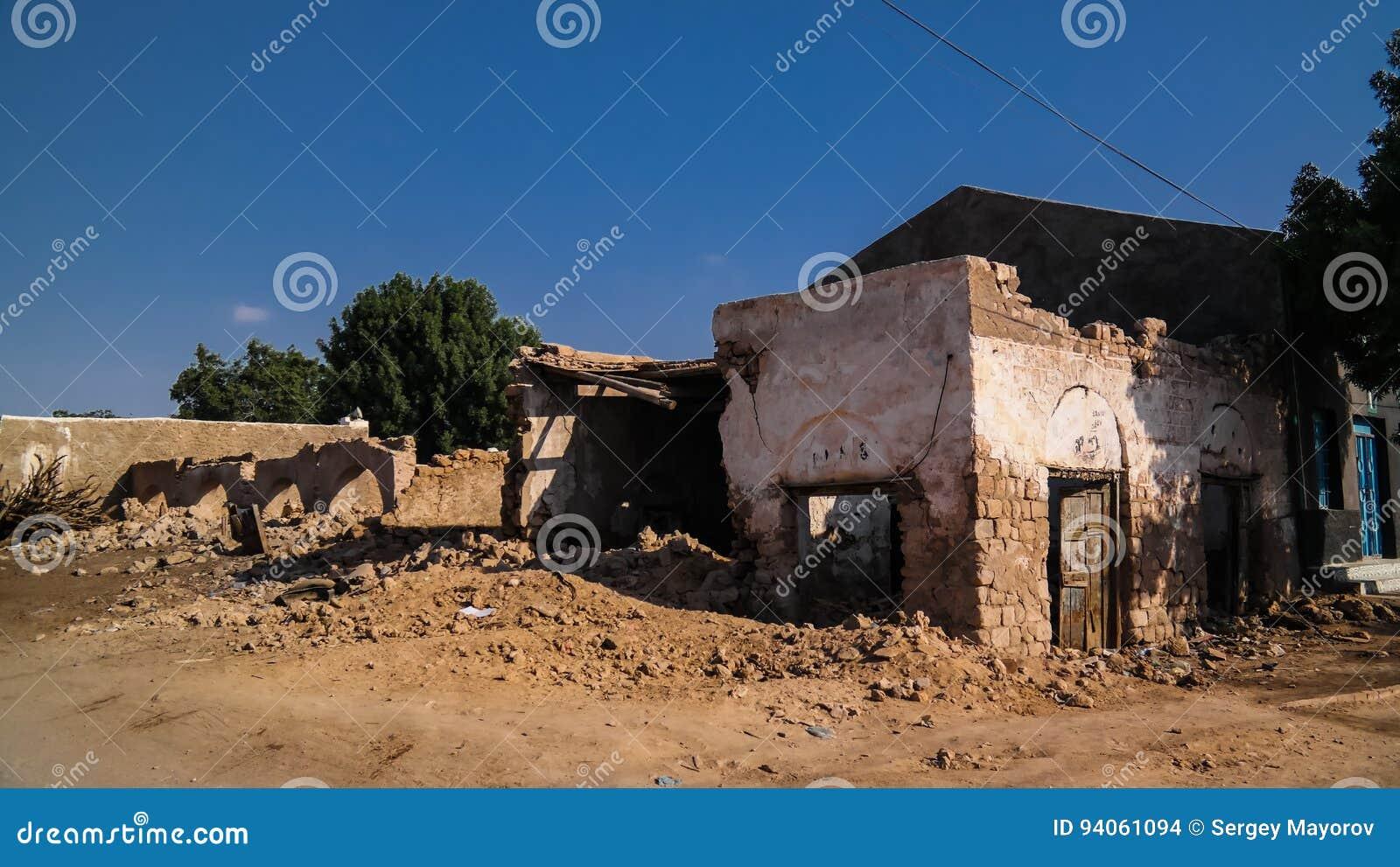 Casa rovinata sulla via di Berbera, Somalia, Somalia