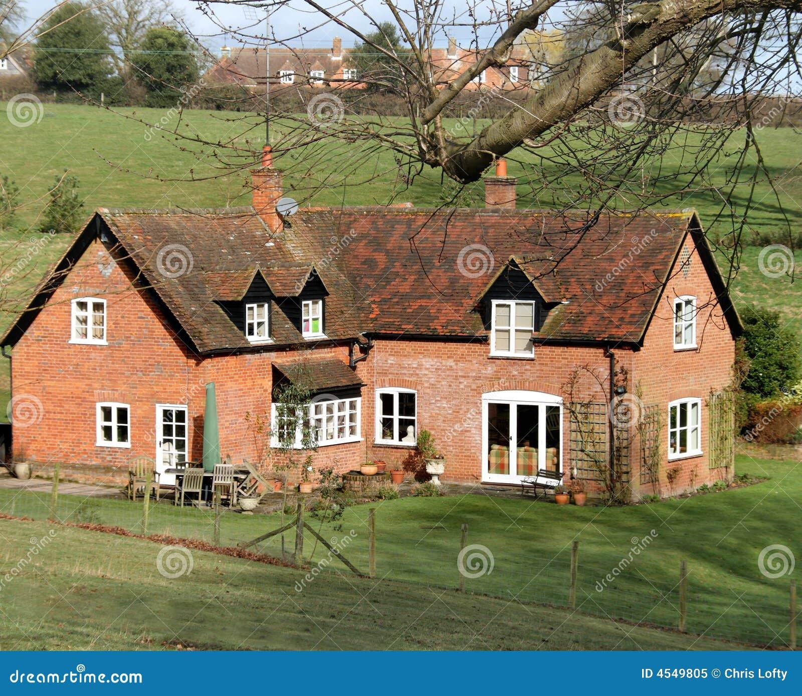 Casa rural inglesa del ladrillo rojo imagen de archivo for Casa rural mansion terraplen seis