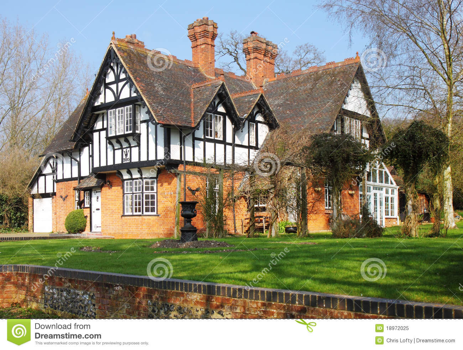 Casa rural inglesa enmarcada madera imagen de archivo - Casa rural de madera ...