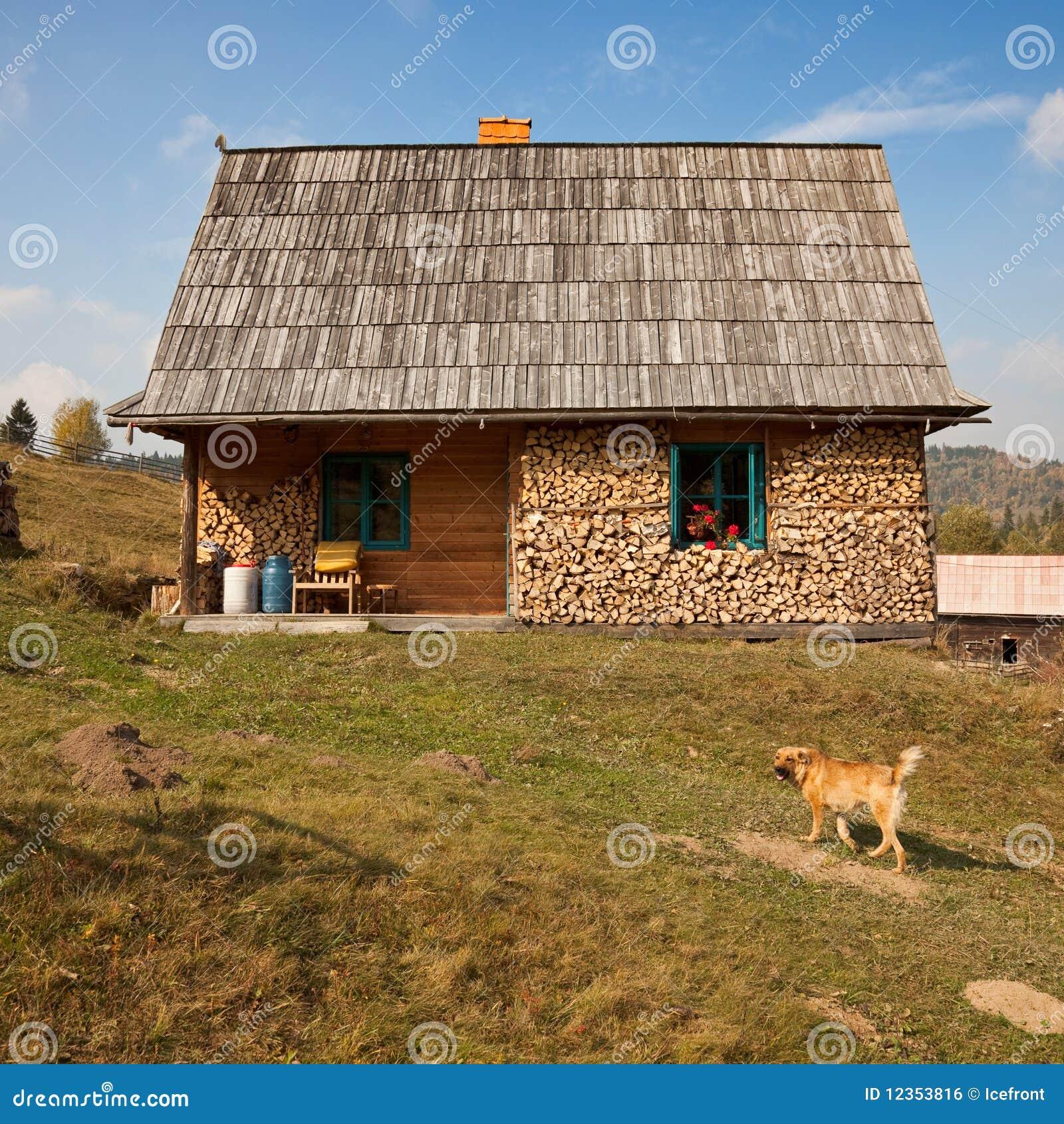 Casa rural simples imagem de stock royalty free imagem - Casas del monte casa rural ...