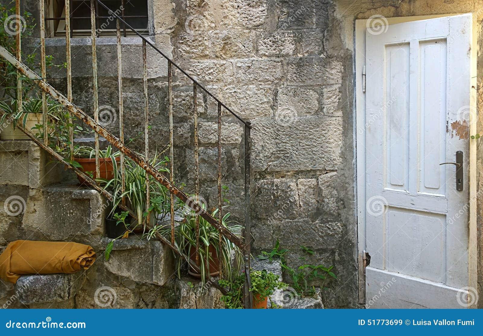 Illuminazione esterna casa rustica pavimentazione esterna casa di
