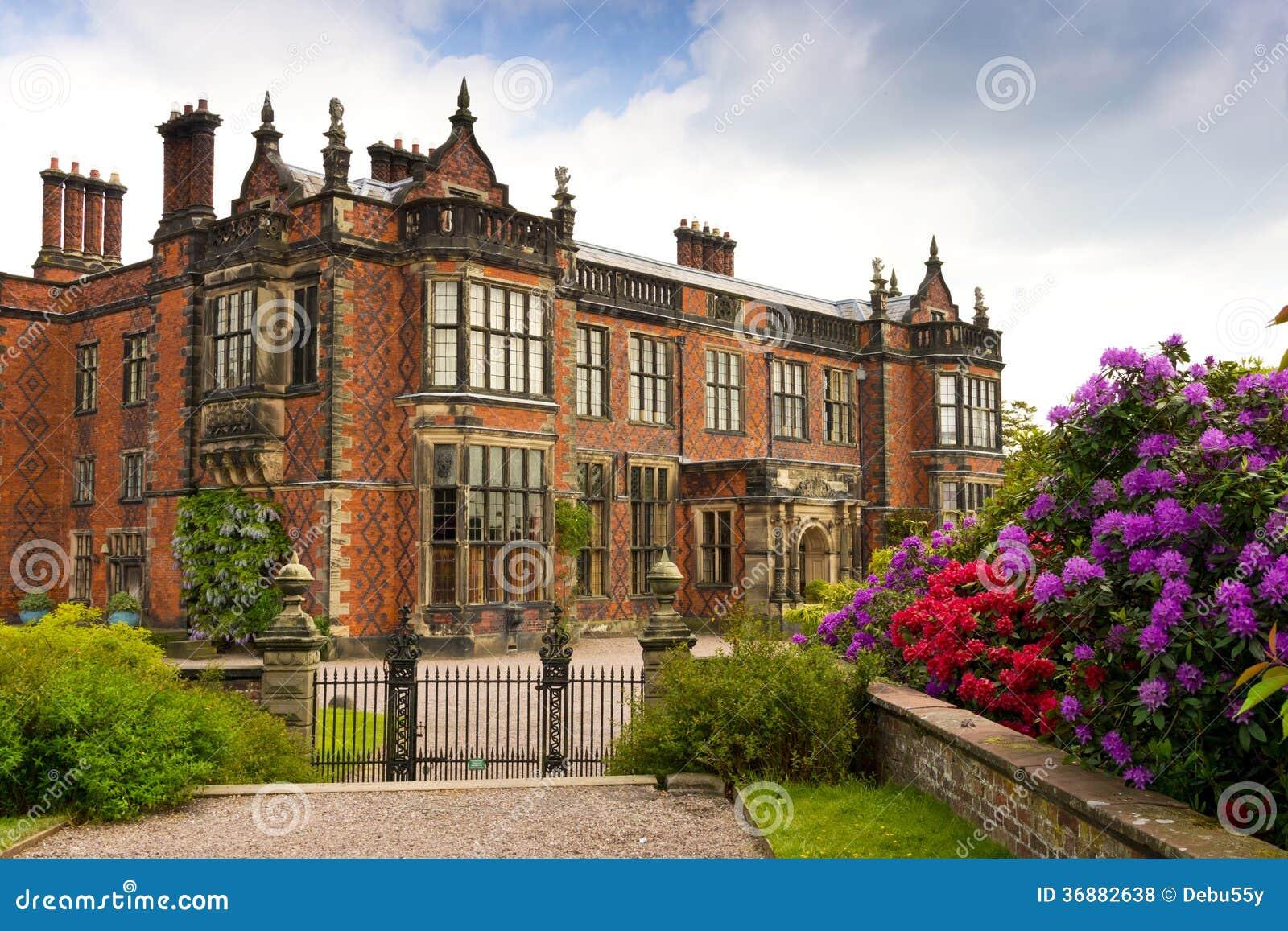 Download Casa signorile inglese. fotografia stock. Immagine di cheshire - 36882638
