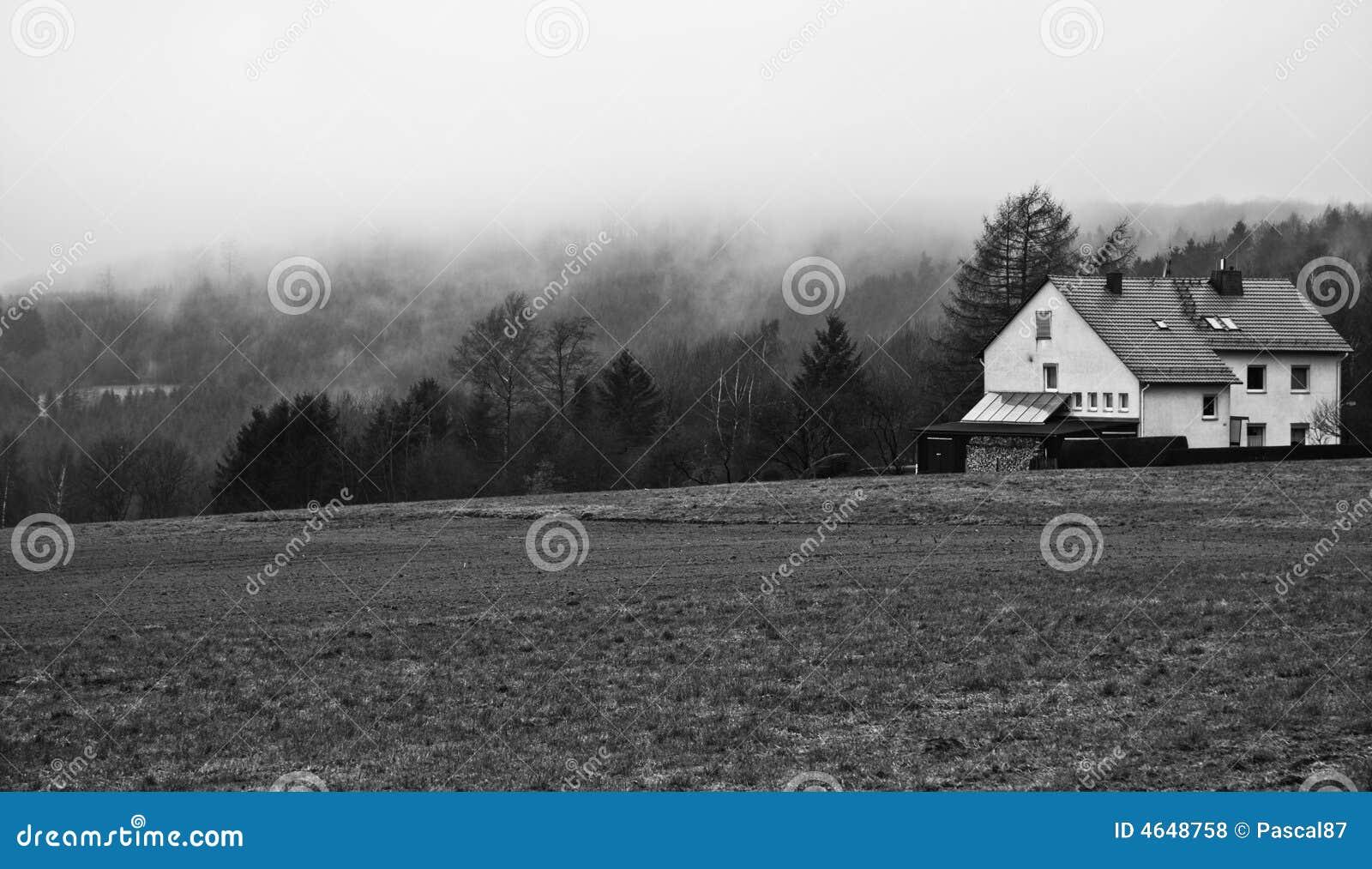 Casa sobre uma montanha
