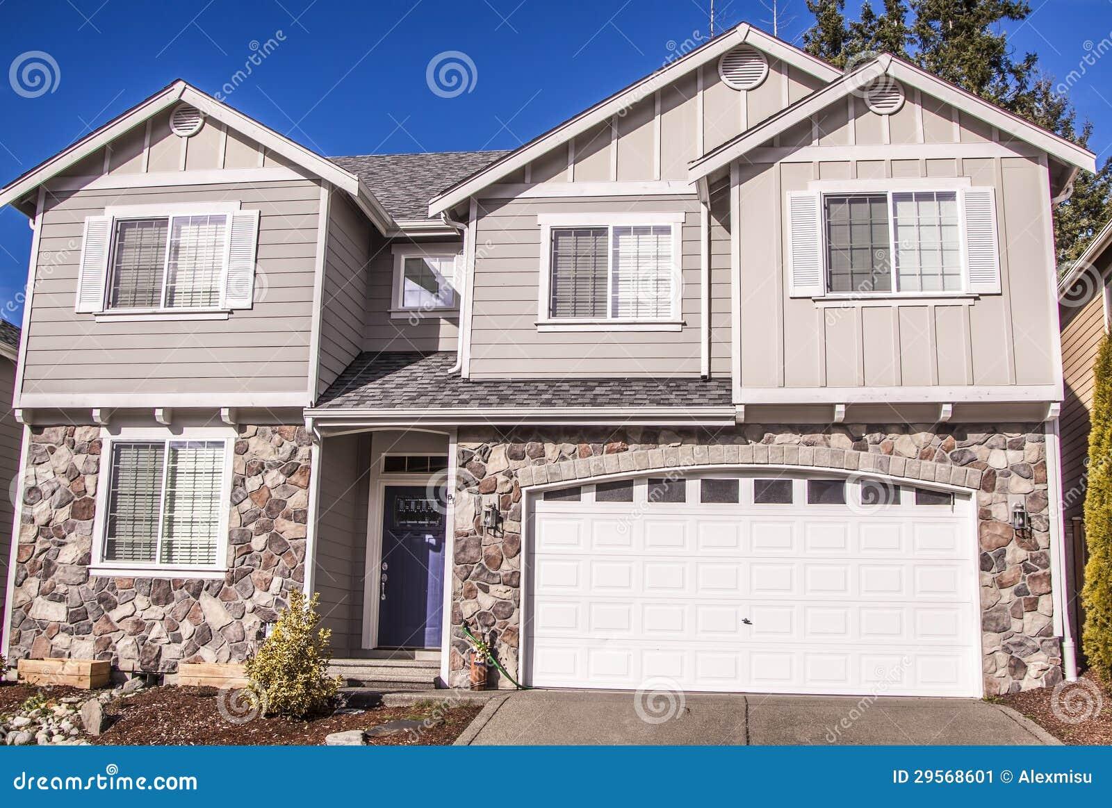 Casa stile americana immagine stock immagine di for Nuove case in stile americano