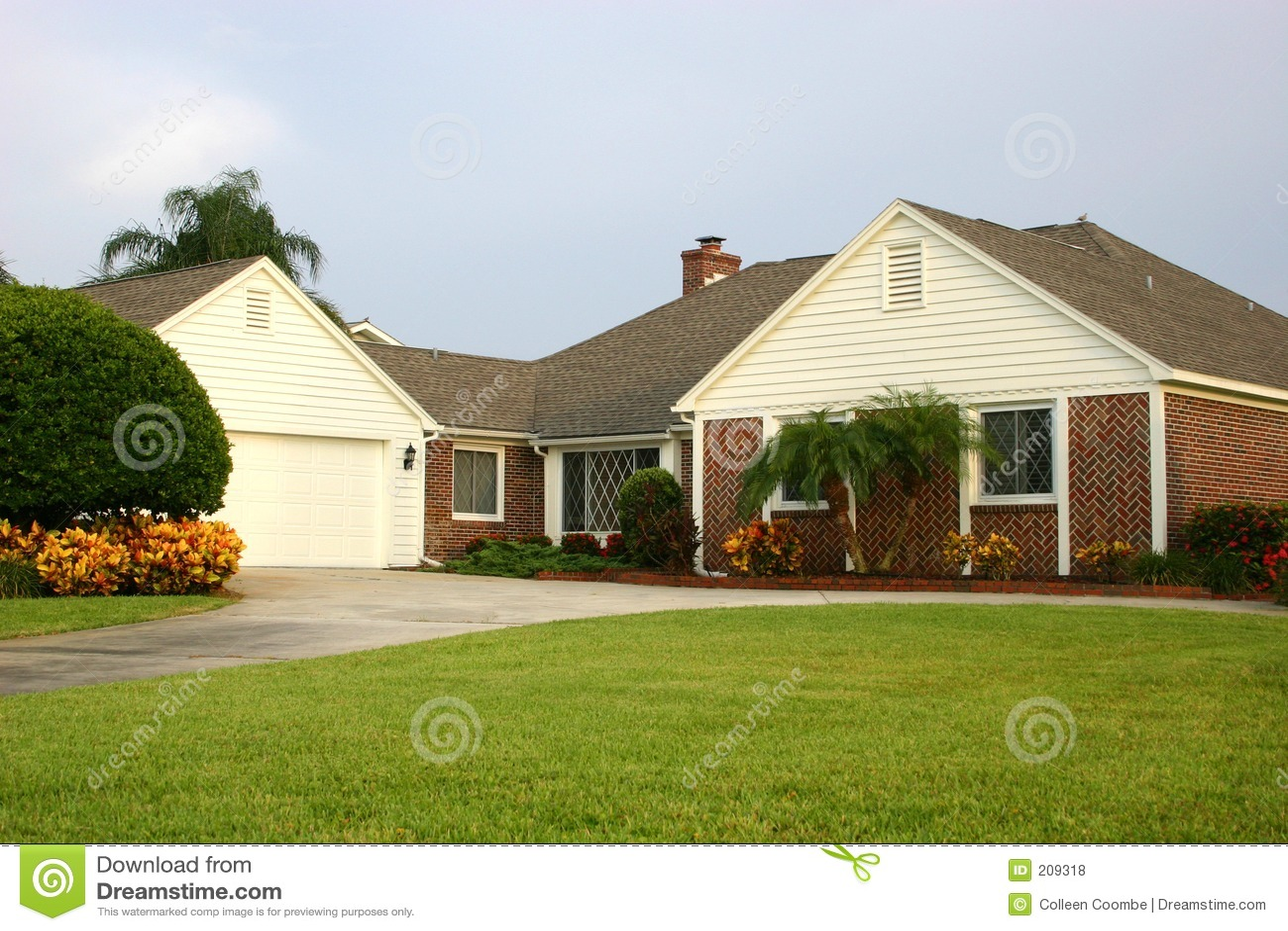 Casa stile americano fotografie stock libere da diritti for Nuove case in stile americano