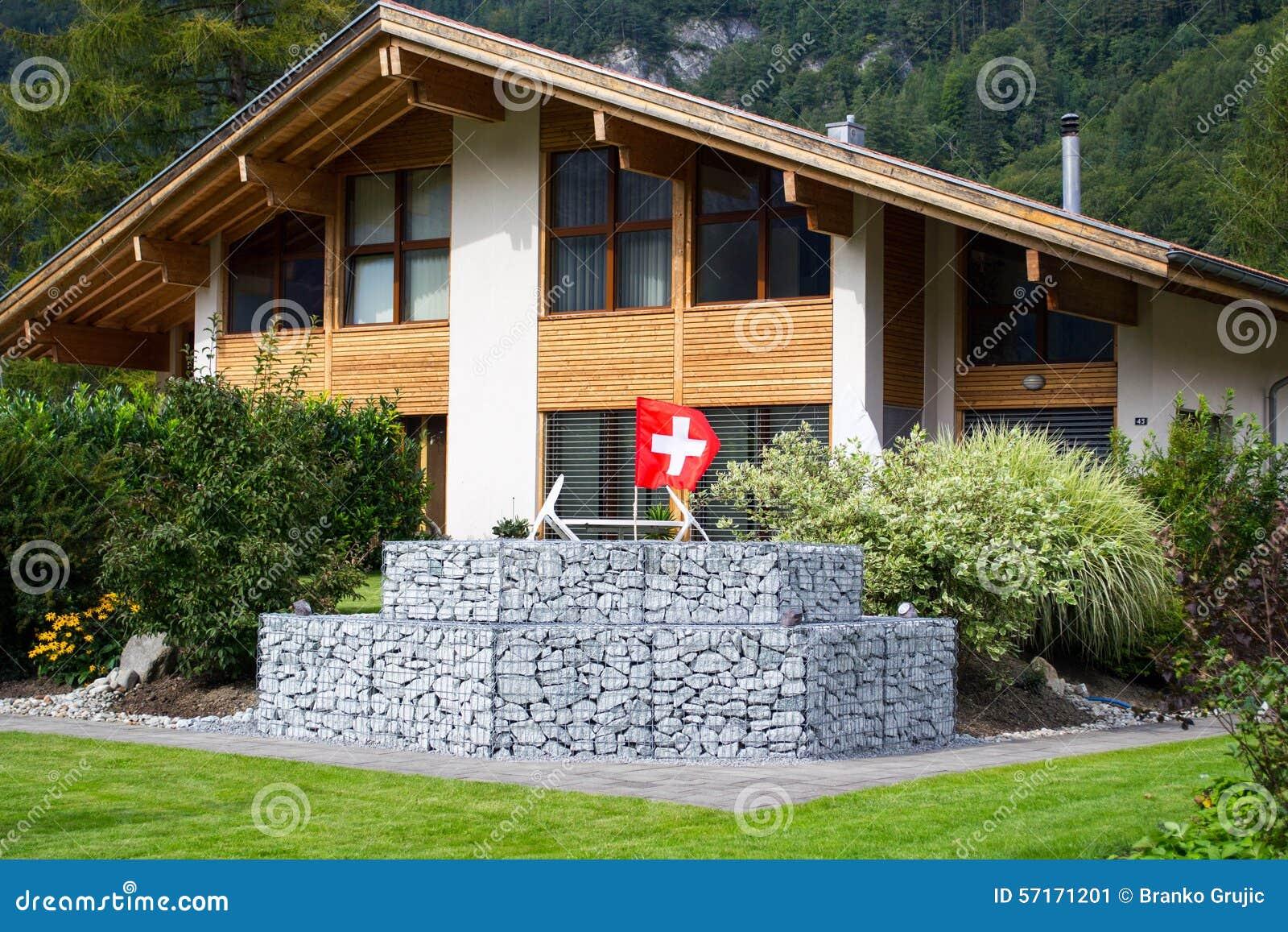 Casa svizzera tradizionale immagine stock immagine di for Casa tradizionale mogoro