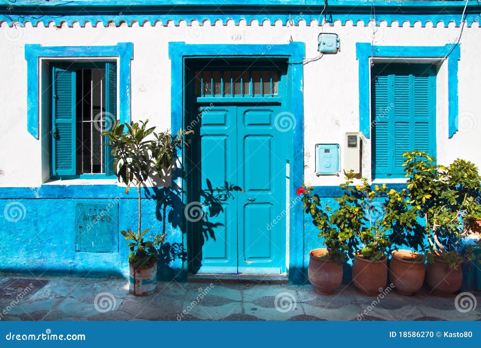 Casa tradicional foto de archivo imagen 18586270 - Casas de color azul ...