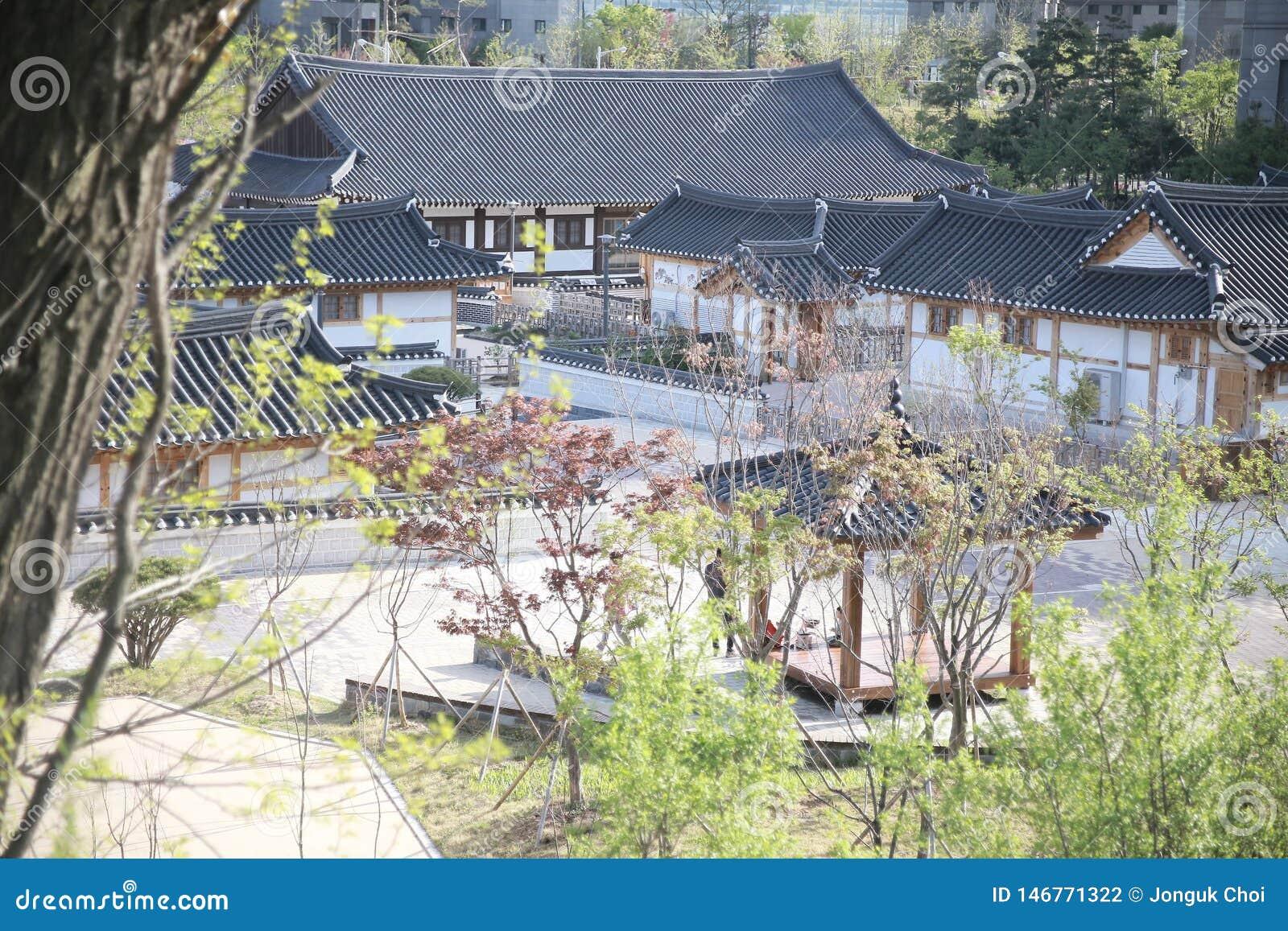 Casa tradicional de Corea, cerca, pared, ?rbol