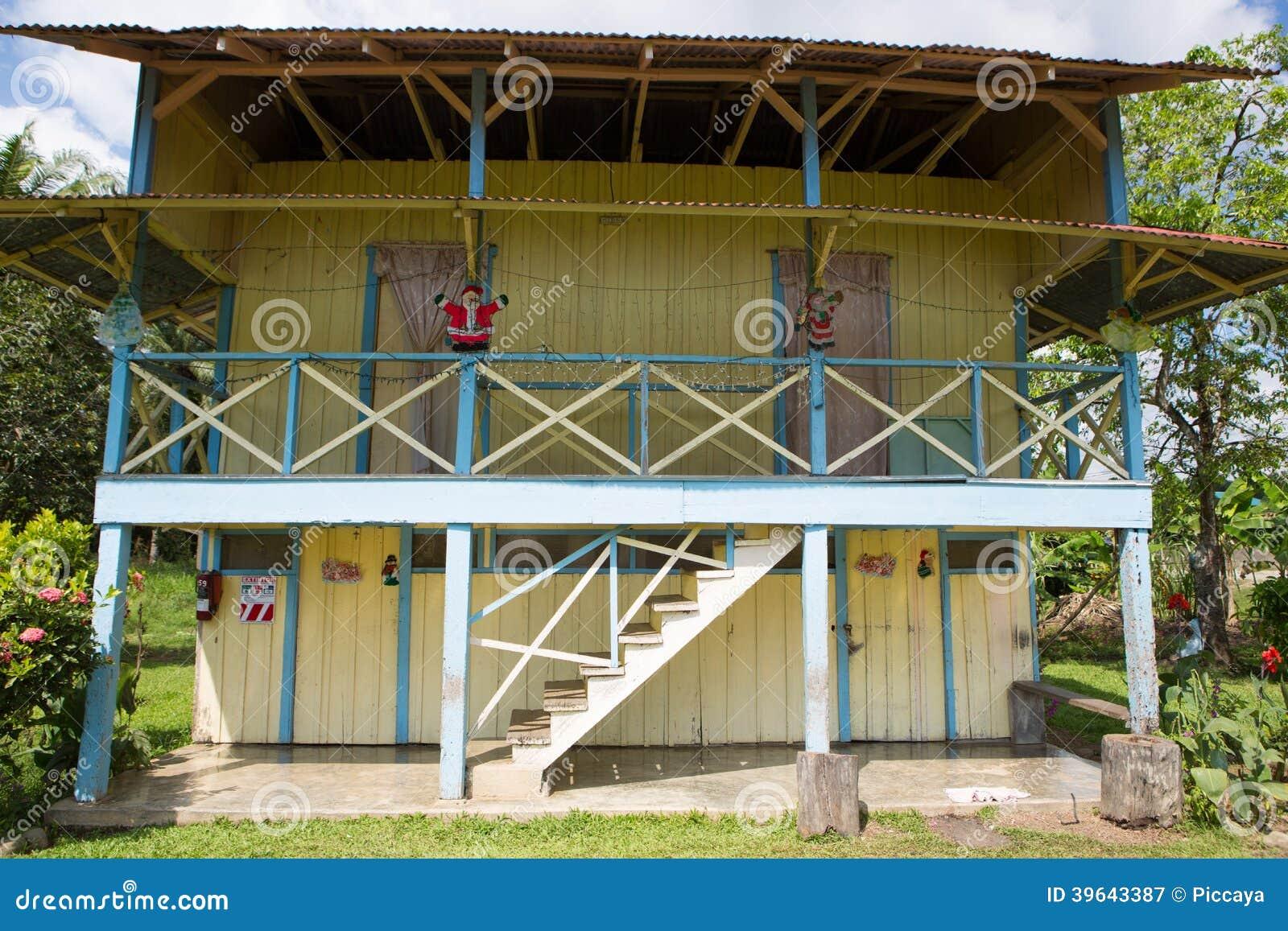 Casa tradicional del trabajador de la palma en costa rica - Cosa costa costruire una casa ...